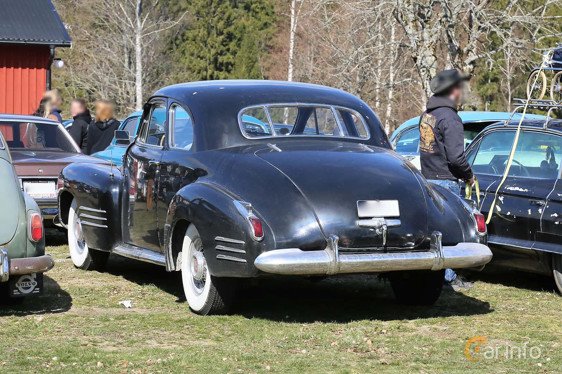 Back/Side of Cadillac Sixty-Two Coupé 5.7 V8 Hydra-Matic, 152ps, 1941 at Uddevalla Veteranbilsmarknad Backamo, Ljungsk 2019