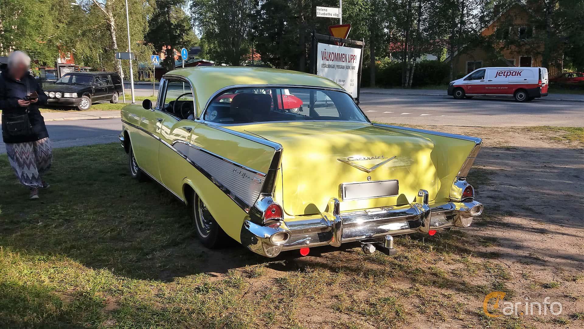 Back/Side of Chevrolet Bel Air Sport Sedan 4.6 V8 Powerglide, 254ps, 1957 at Onsdagsträffar på Gammlia Umeå 2019 vecka 28