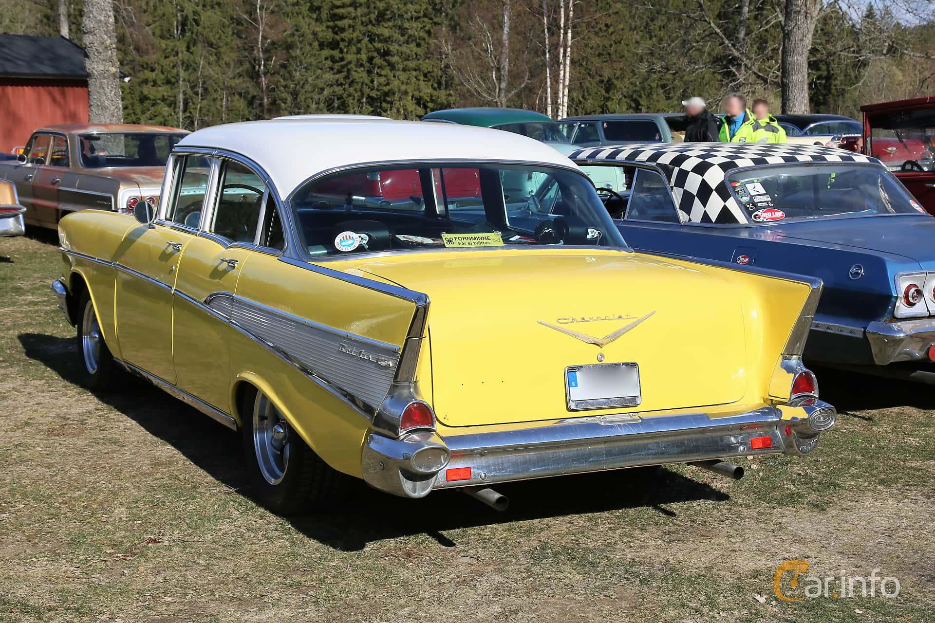 Back/Side of Chevrolet Bel Air 4-door Sedan 4.6 V8 Powerglide, 254ps, 1957 at Uddevalla Veteranbilsmarknad Backamo, Ljungsk 2019