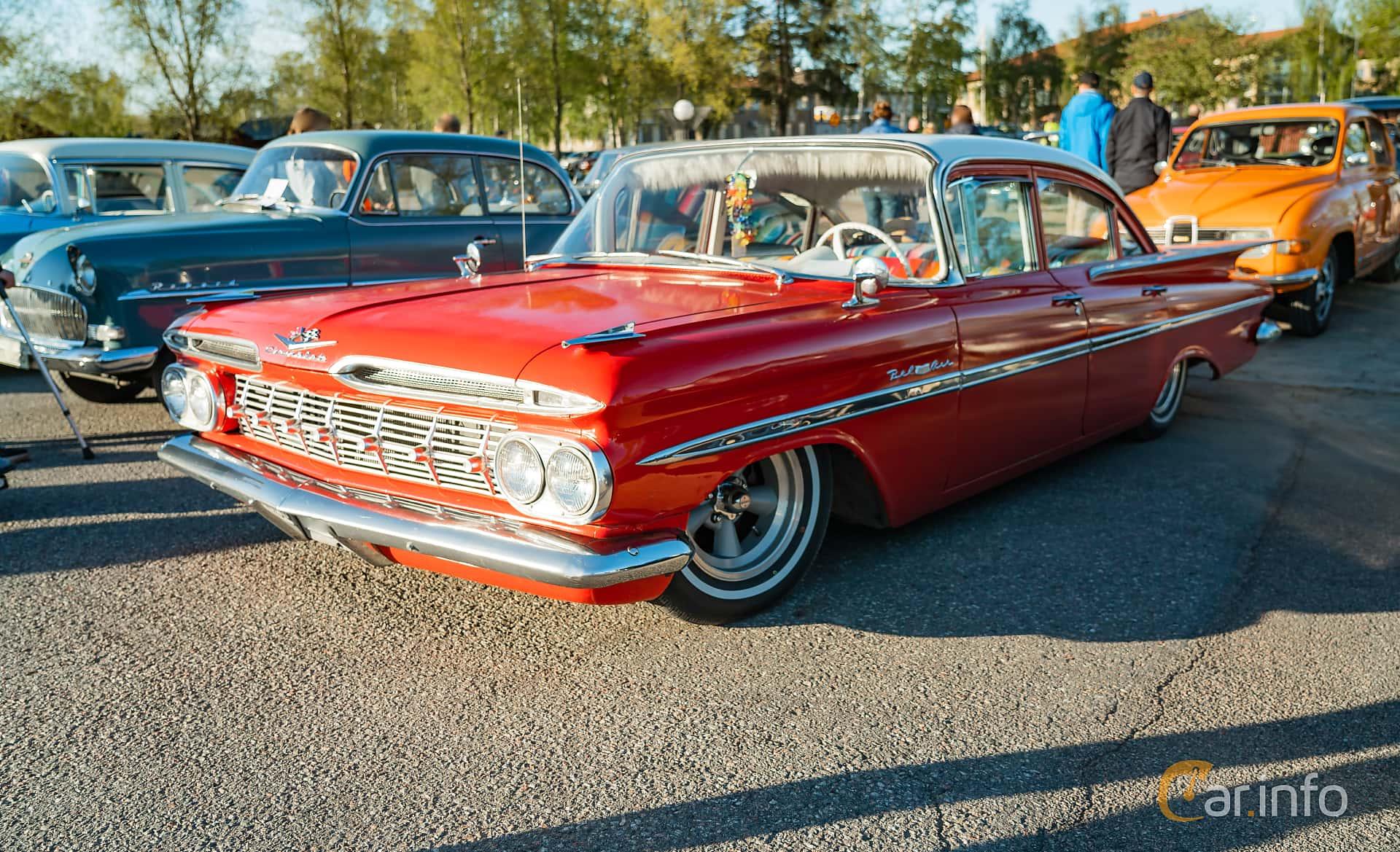 """Front/Side  of Chevrolet Bel Air 4-door Sedan 4.6 V8 Powerglide, 254ps, 1959 at Nyköpings hamnträffar 2019 Vecka 20  Tema: """"Kvinnor vid ratten"""""""