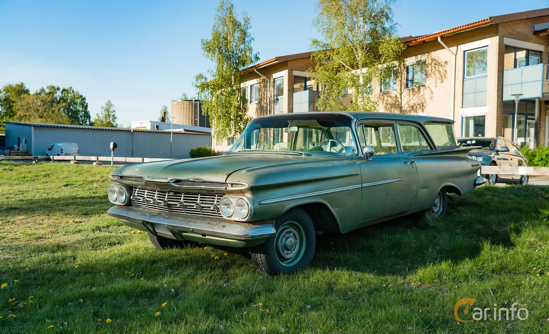 """Front/Side  of Chevrolet Brookwood 2-door 4.6 V8 Powerglide, 188ps, 1959 at Nyköpings hamnträffar 2019 Vecka 20  Tema: """"Kvinnor vid ratten"""""""