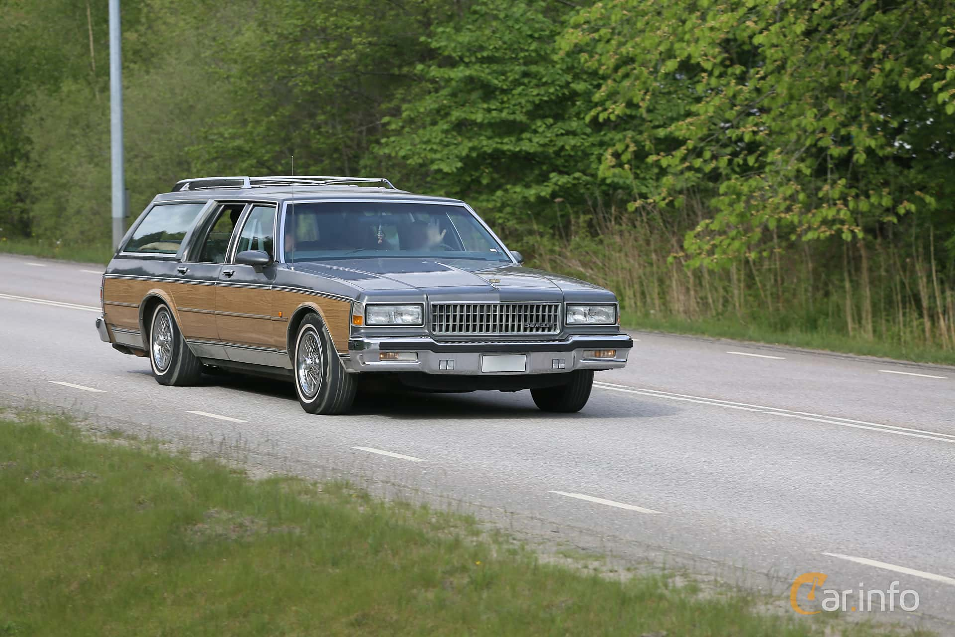1 images of Chevrolet Caprice Classic Station Wagon 5 0 V8