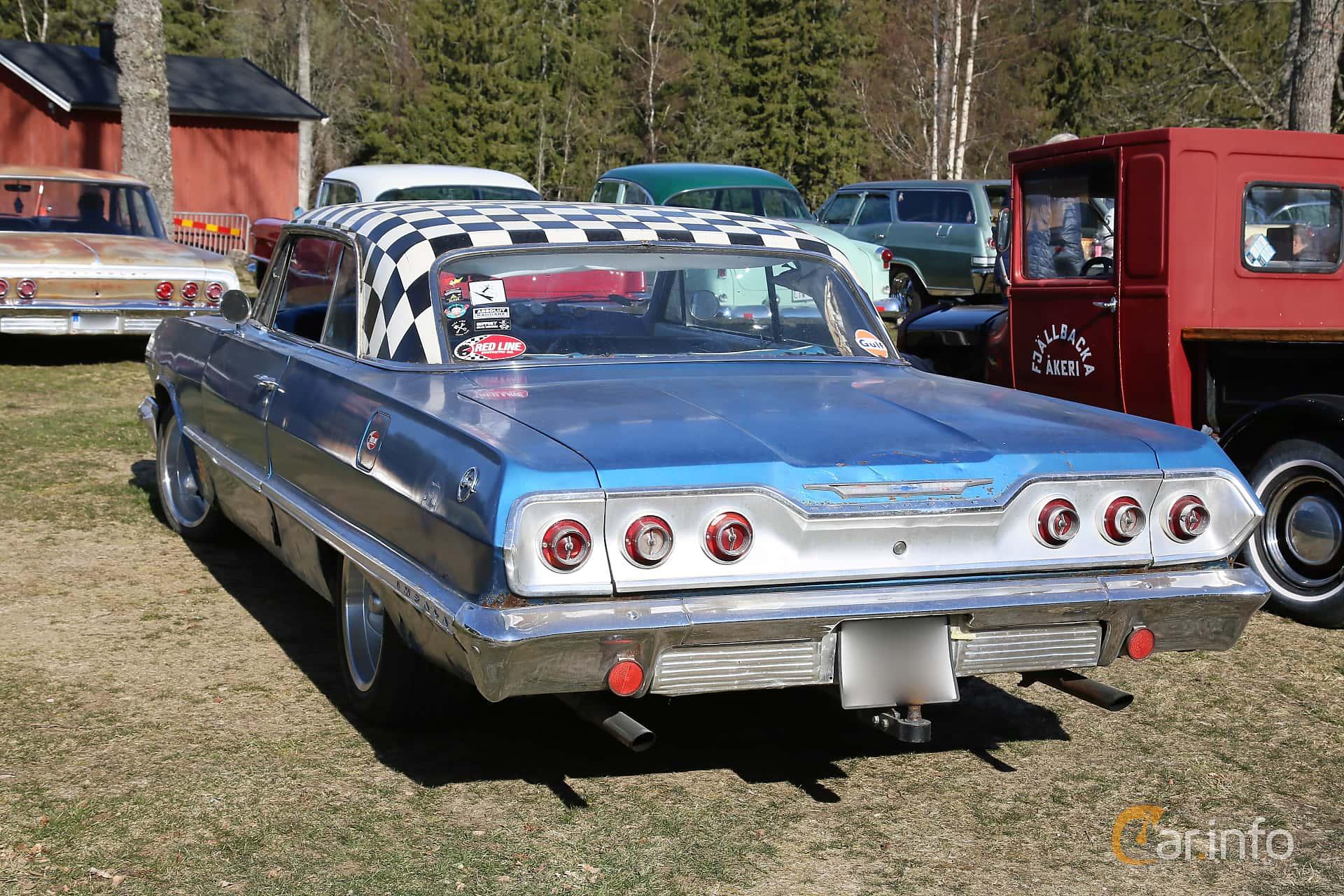 Back/Side of Chevrolet Impala Sport Coupé 4.6 V8 Powerglide, 198ps, 1963 at Uddevalla Veteranbilsmarknad Backamo, Ljungsk 2019