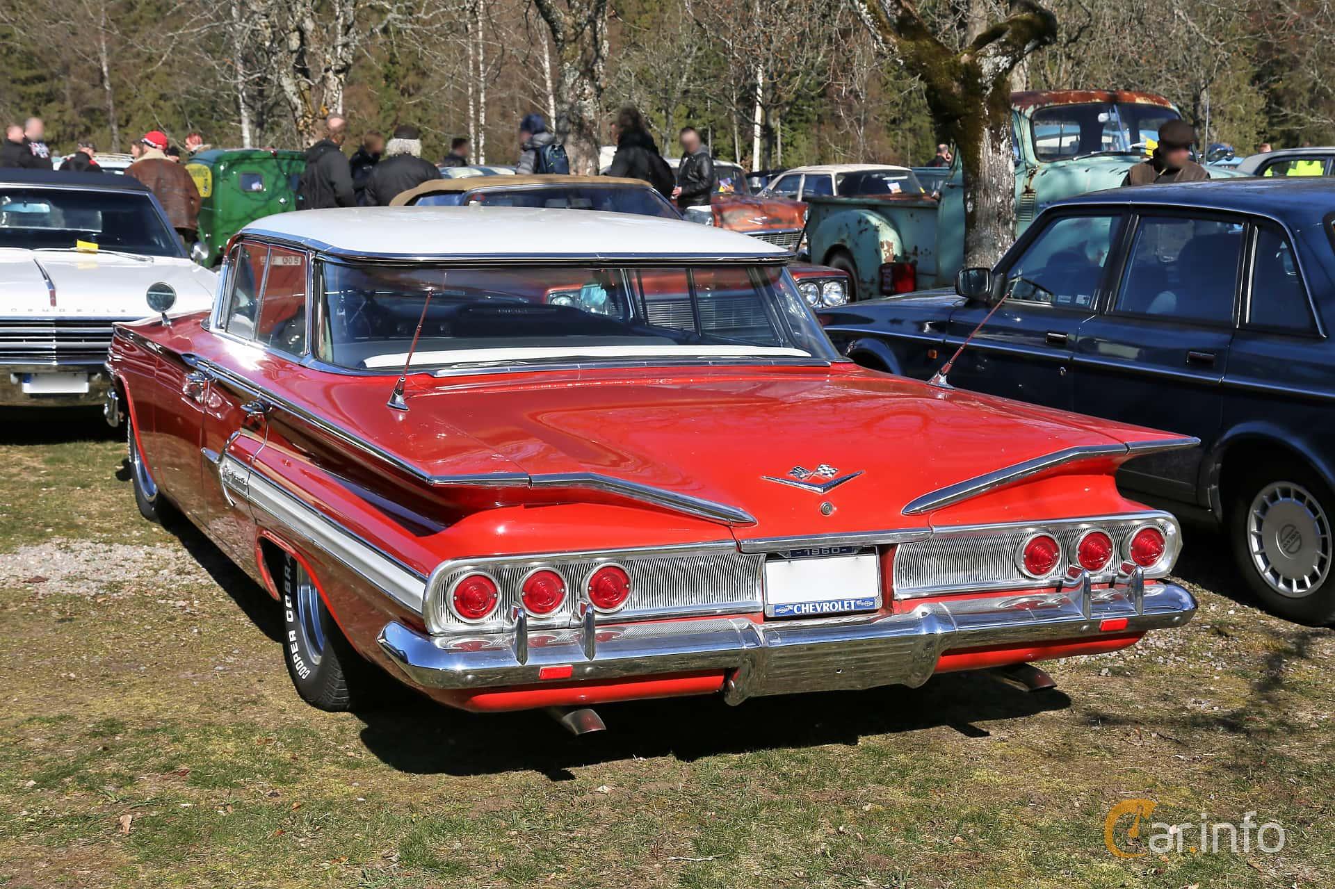 Back/Side of Chevrolet Impala Sport Sedan 5.7 V8 Automatic, 254ps, 1960 at Uddevalla Veteranbilsmarknad Backamo, Ljungsk 2019