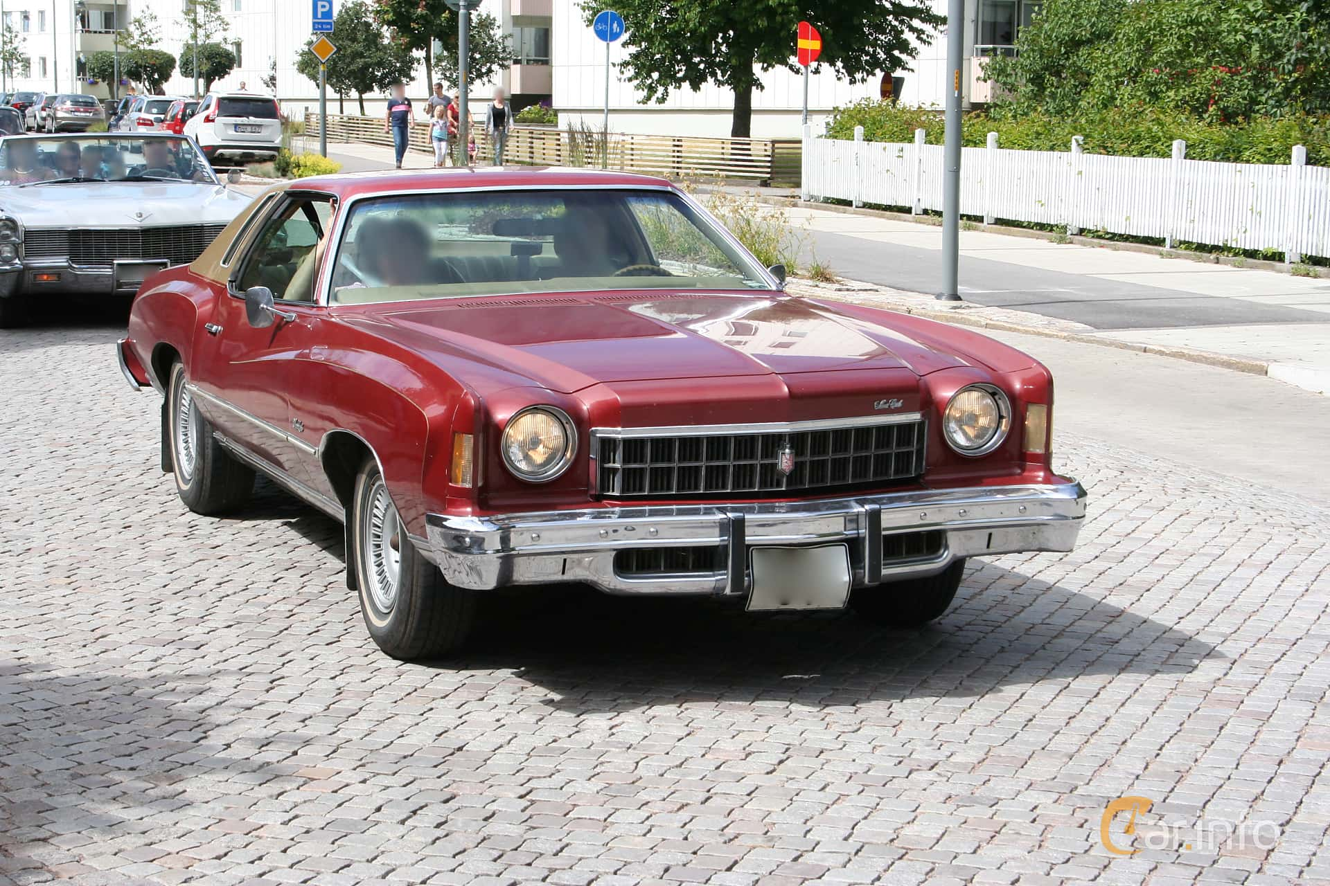 Front/Side Of Chevrolet Monte Carlo 5.7 V8 Hydra Matic, 177ps, 1975