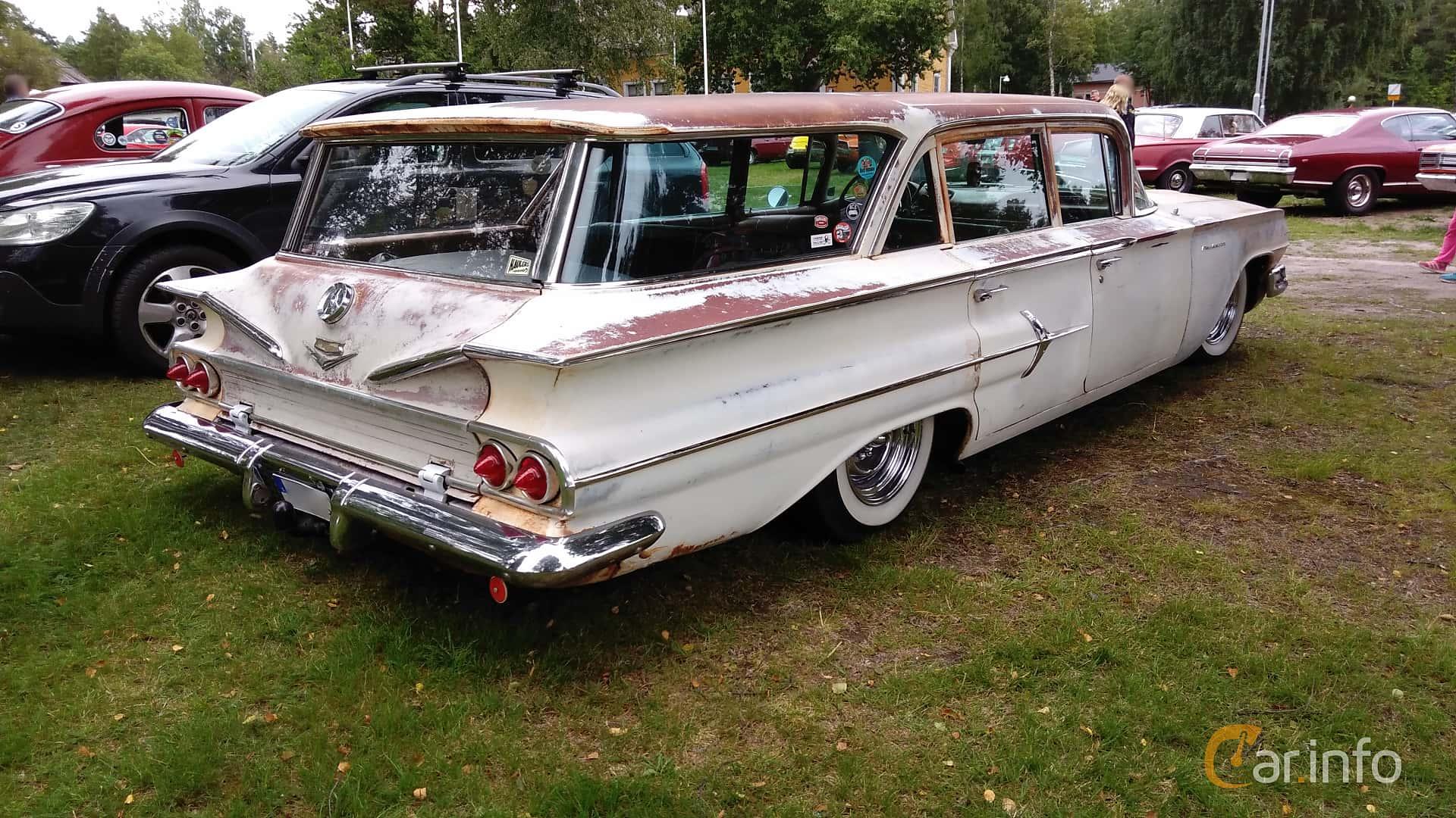 Chevrolet Parkwood 4.6 V8 Powerglide, 233hp, 1960 at Onsdagsträffar på Gammlia Umeå v.32 / 2017