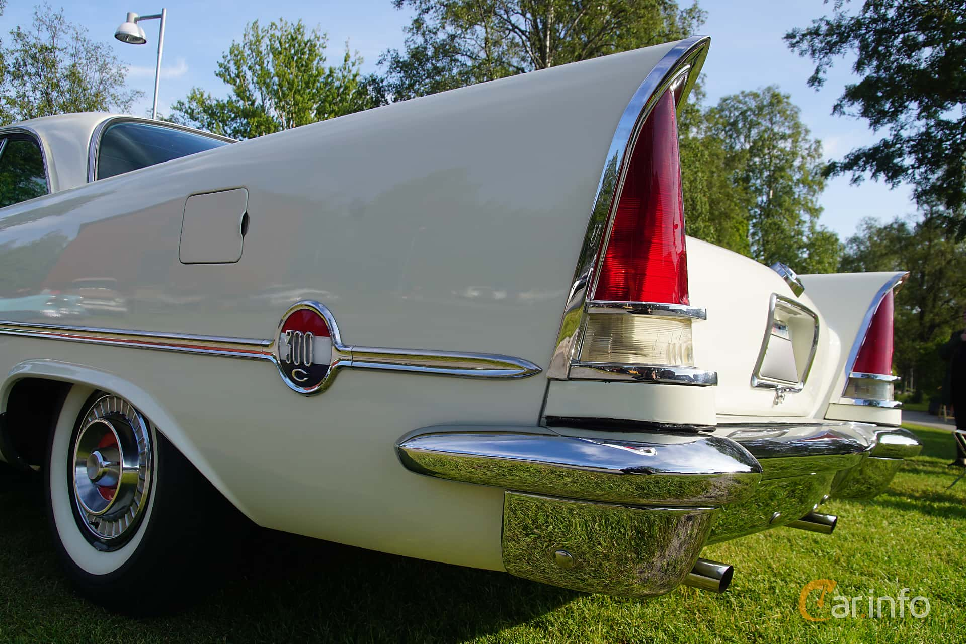 Närbild av Chrysler 300C Hardtop 6.4 V8 TorqueFlite, 396ps, 1957 på Onsdagsträffar på Gammlia Umeå 2019 vecka 28
