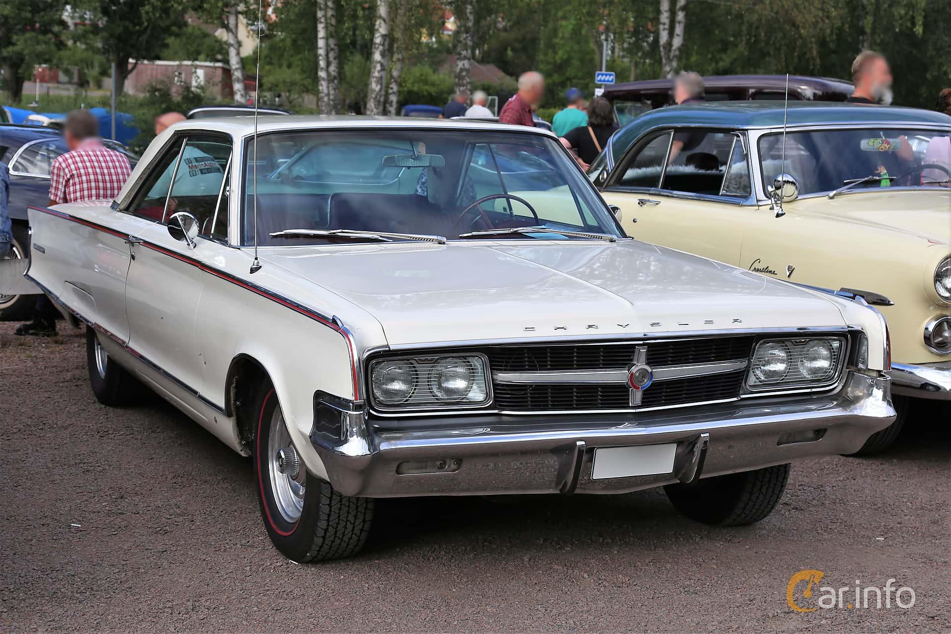 Chrysler 300L Hardtop 6.8 V8 TorqueFlite, 365hp, 1965 at Kungälvs Kulturhistoriska Fordonsvänner  2019 Torsdag vecka 31