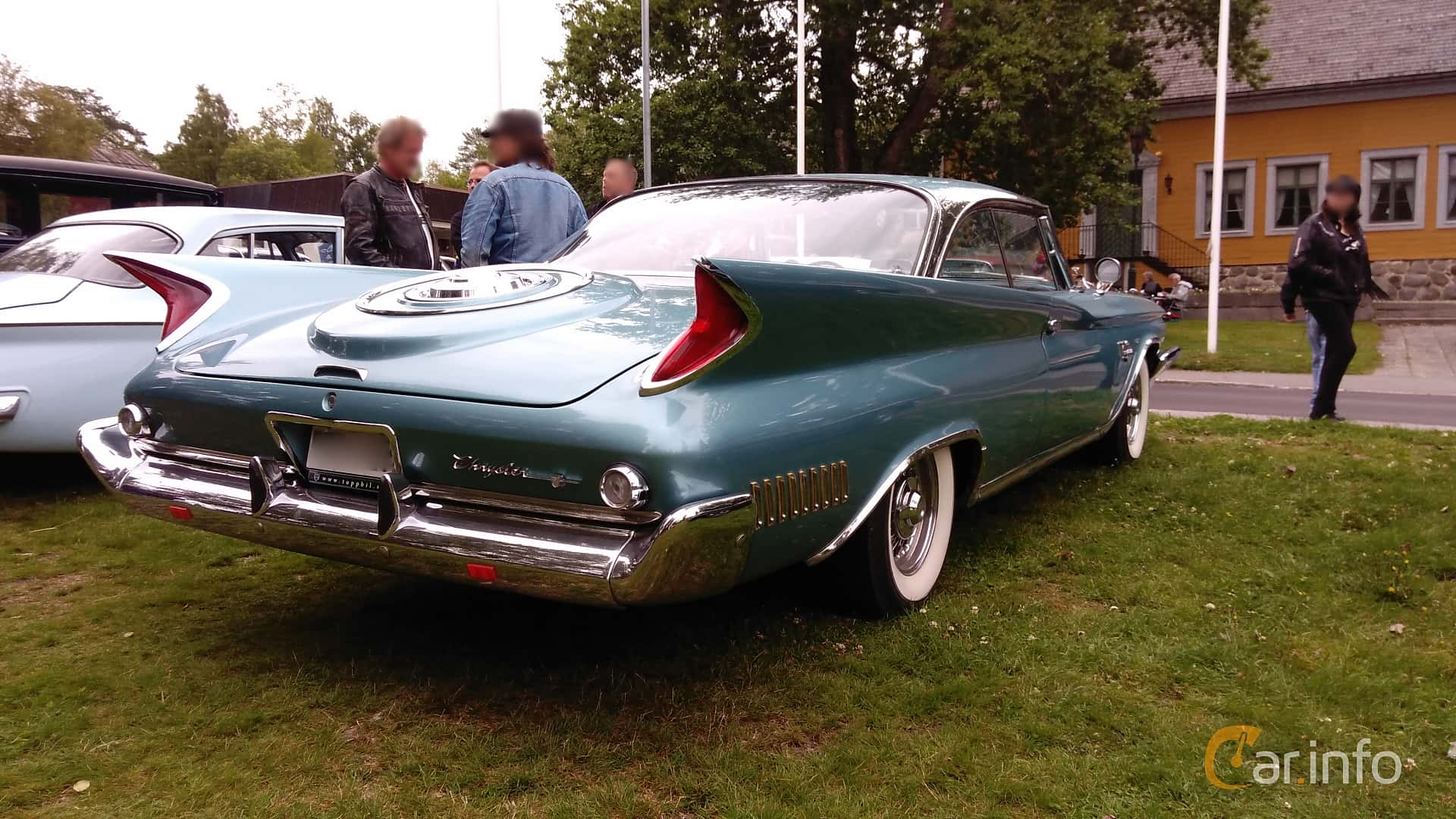 Chrysler New Yorker 2-door Hardtop 6.8 V8 TorqueFlite, 355hp, 1960 at Onsdagsträffar på Gammlia v.32 / 2017