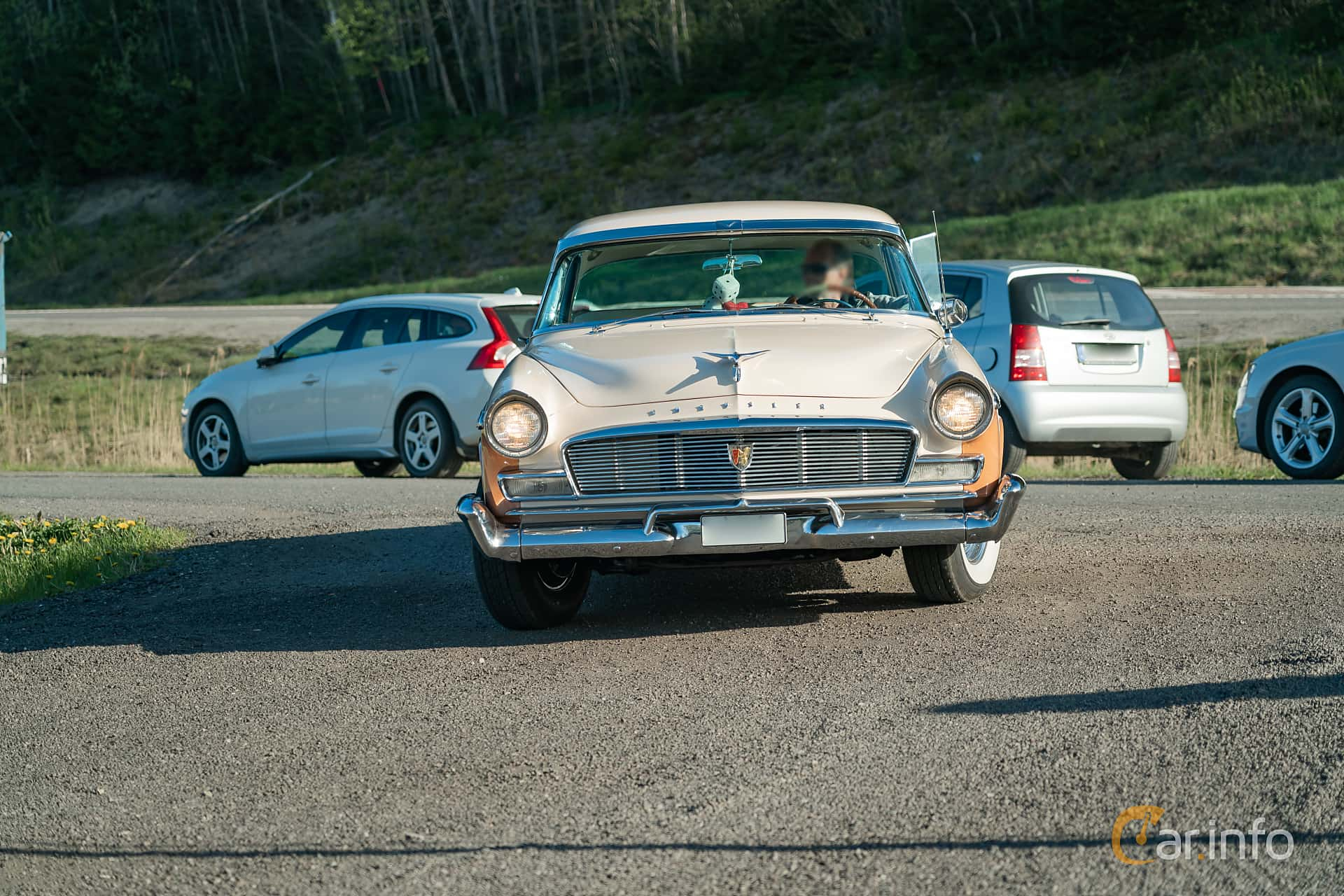 Chrysler New Yorker Newport 4-door 5.8 V8 PowerFlite, 284hk, 1956 at Lissma Classic Car 2019 vecka 20