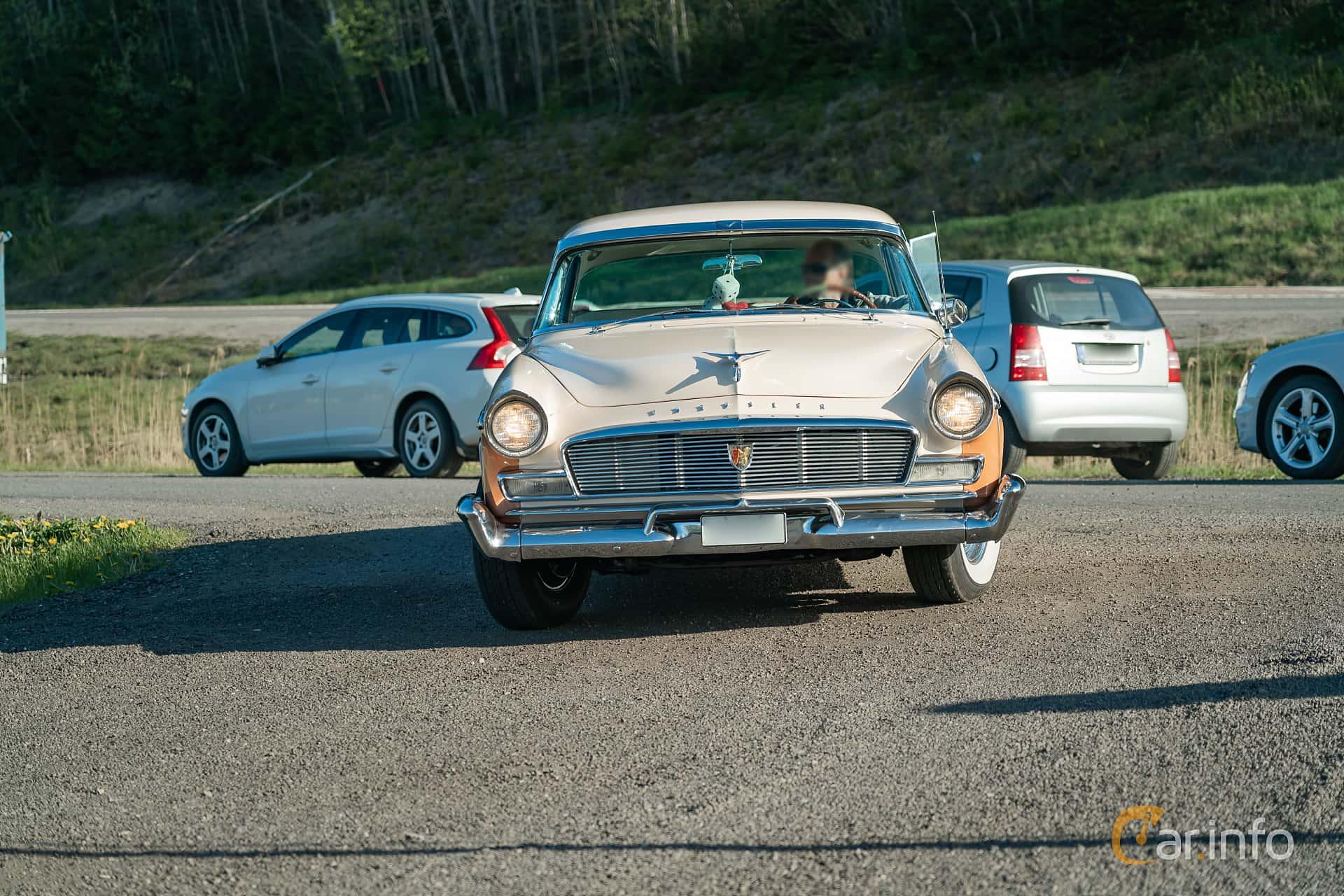 Chrysler New Yorker Newport 4-door 5.8 V8 PowerFlite, 284hp, 1956 at Lissma Classic Car 2019 vecka 20