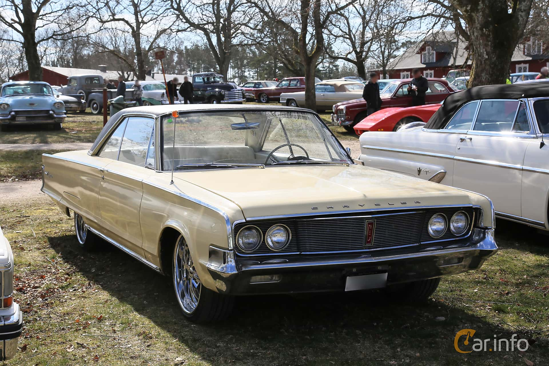 Chrysler Newport 2-door Hardtop 6.3 V8 TorqueFlite, 274hp, 1965 at Uddevalla Veteranbilsmarknad Backamo, Ljungsk 2019