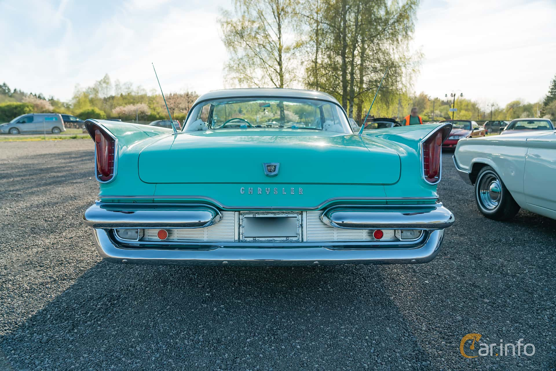 Chrysler Windsor 2-door Hardtop 6.3 V8 Manual, 309hp, 1959 at Lissma Classic Car 2019 vecka 20