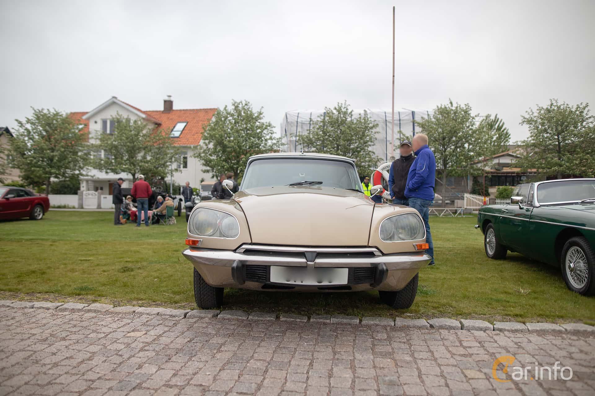 Front  of Citroën DS 23 Sedan 2.2 Manual, 125ps, 1972 at Veteranbilsträff i Vikens hamn  2019 Maj