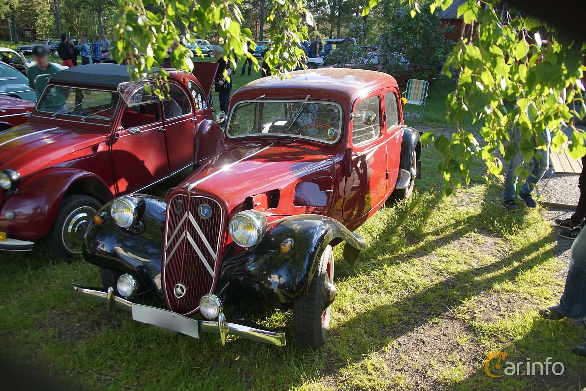 Front/Side  of Citroën 7 CV Hatchback 1.3 Manual, 46ps, 1939 at Onsdagsträffar på Gammlia Umeå 2019 vecka 25