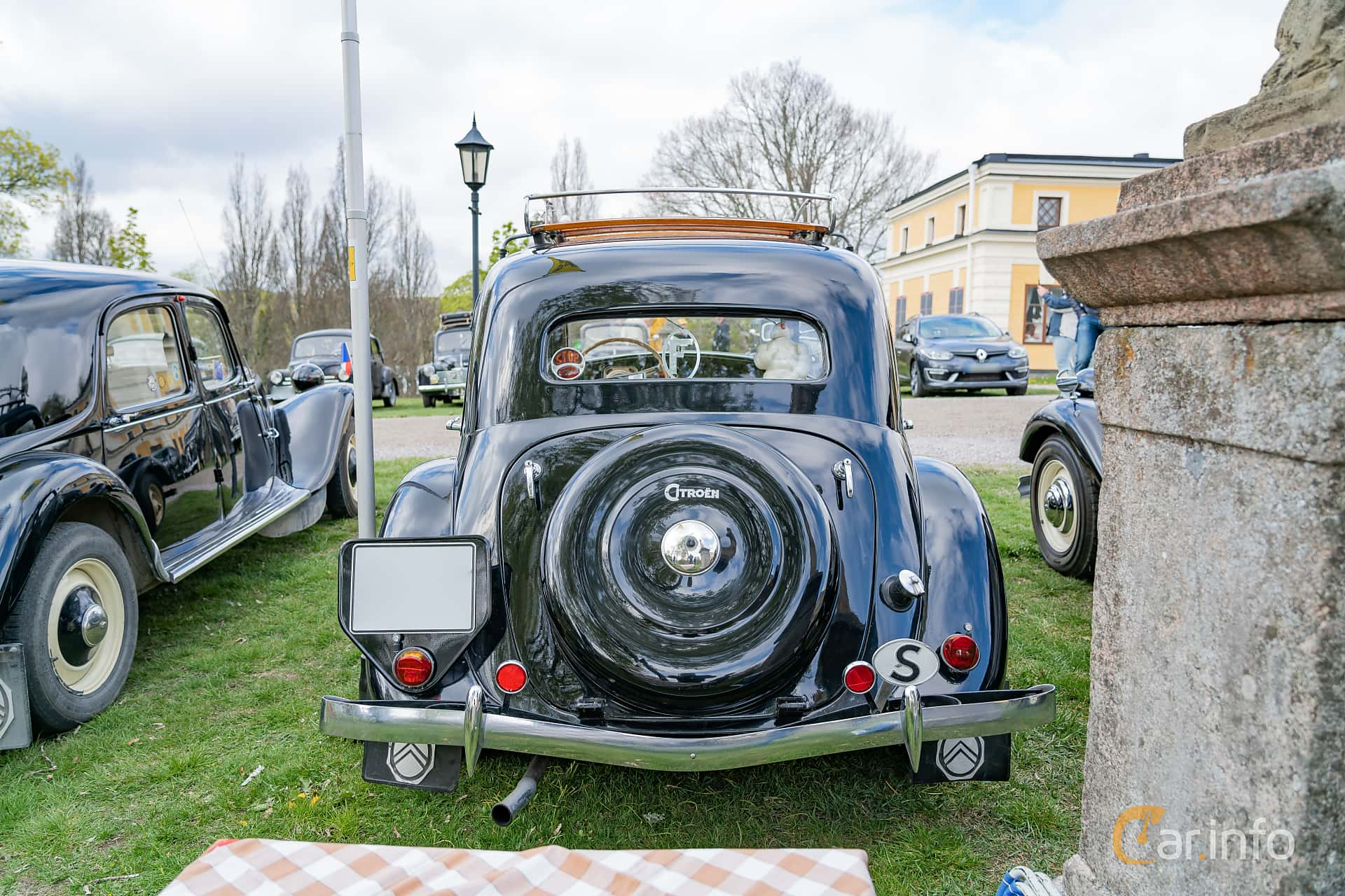 Citroën 11 CV Sedan 1.9 Manual, 56hp, 1951 at Fest För Franska Fordon  på Taxinge slott 2019