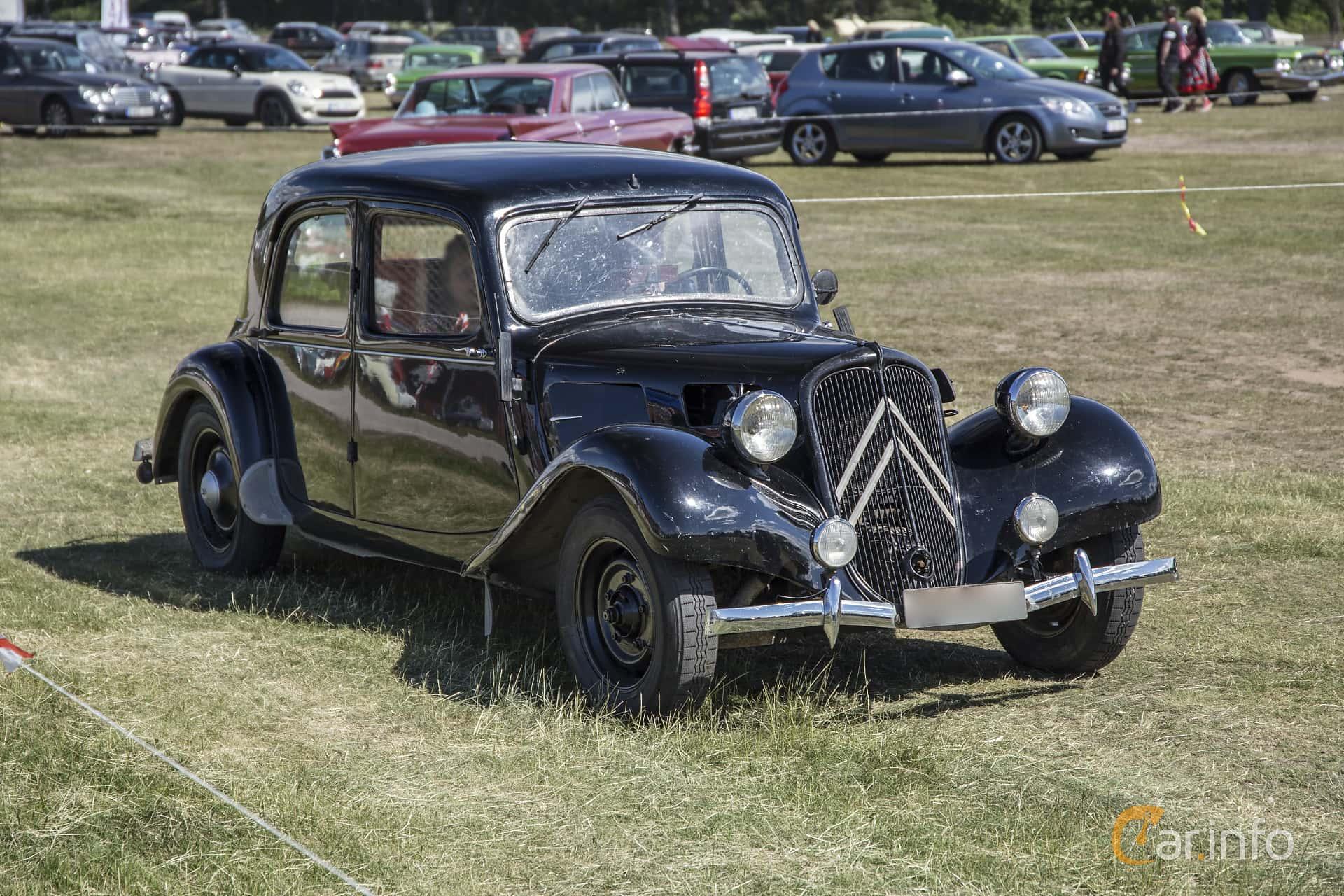 Citroën 11 CV Sedan 1.9 Manual, 56hp, 1948 at Nostalgifestivalen i Vårgårda 2016