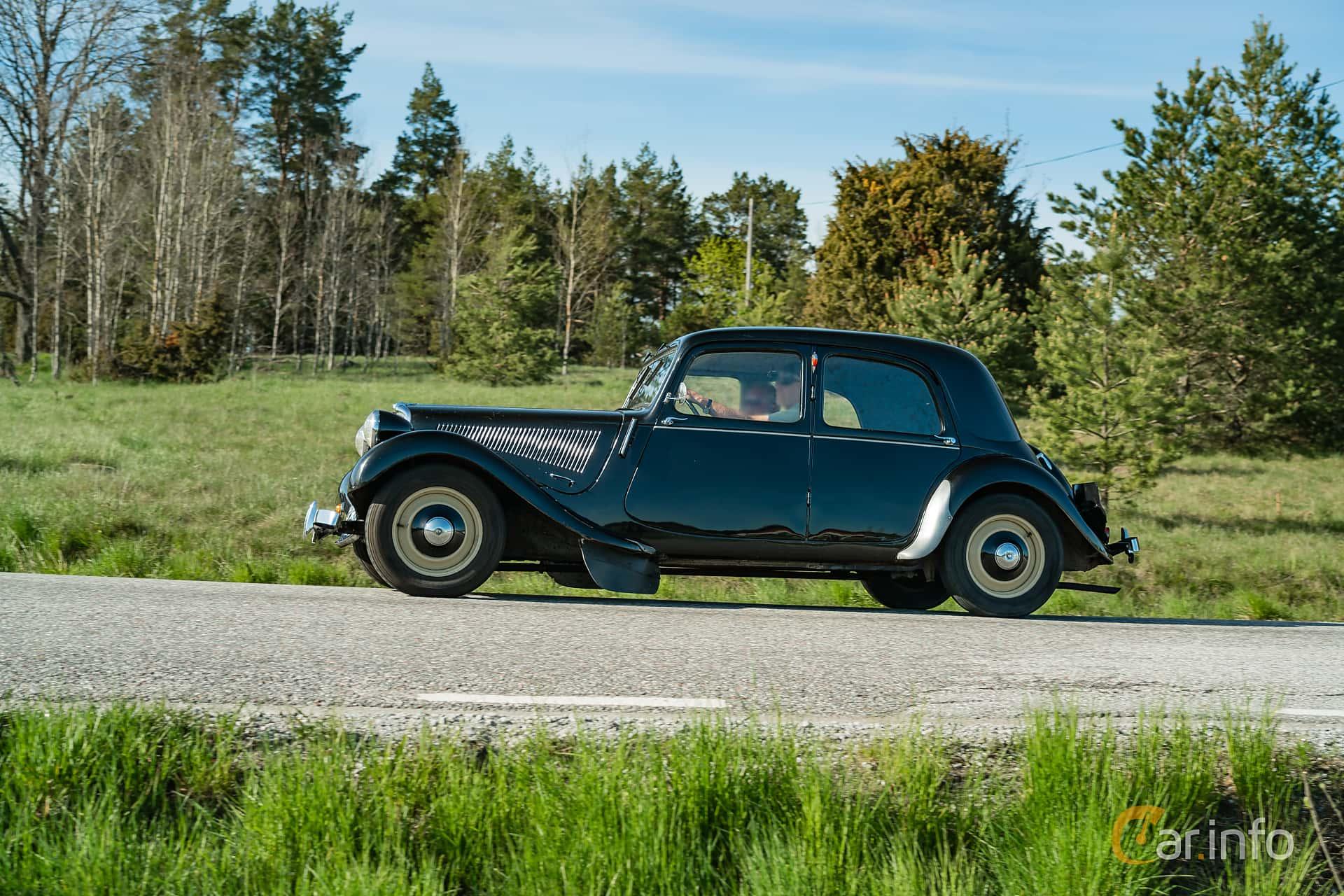 Side  of Citroën 11 CV Sedan 1.9 Manual, 56ps, 1950 at Motorträffar på Nifsta Gård (v.20 2019)