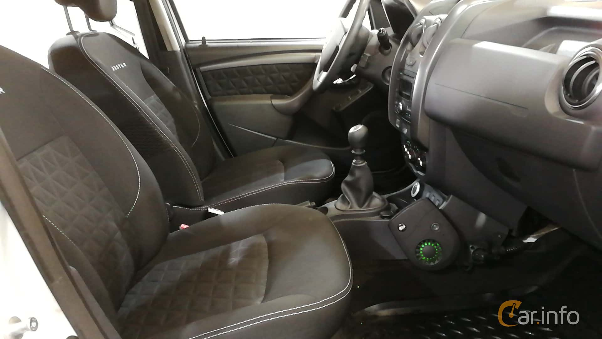 dacia-duster-interior-2-494328.jpg