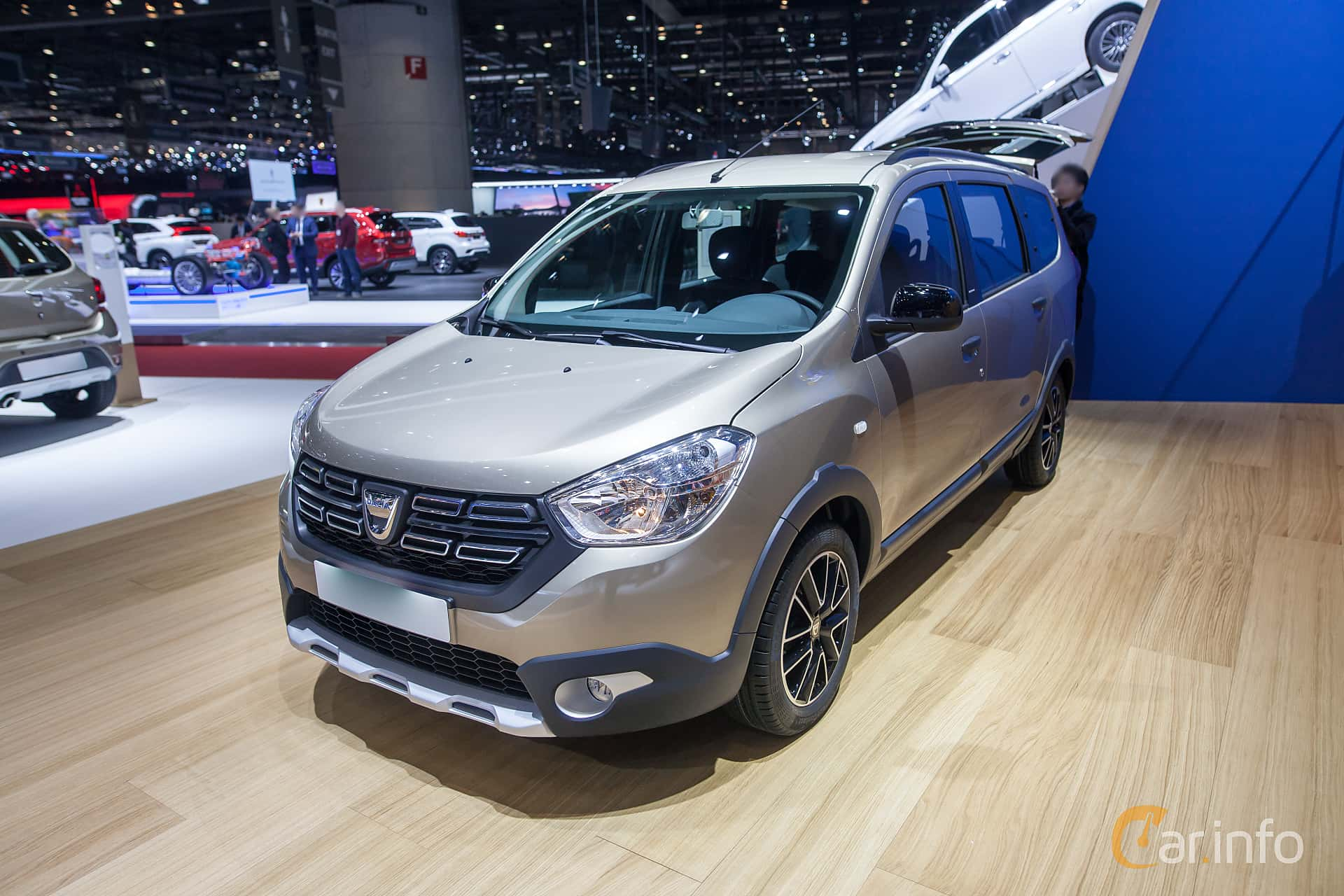 Front/Side  of Dacia Lodgy Stepway 1.5 dCi Manual, 107ps, 2018 at Geneva Motor Show 2018