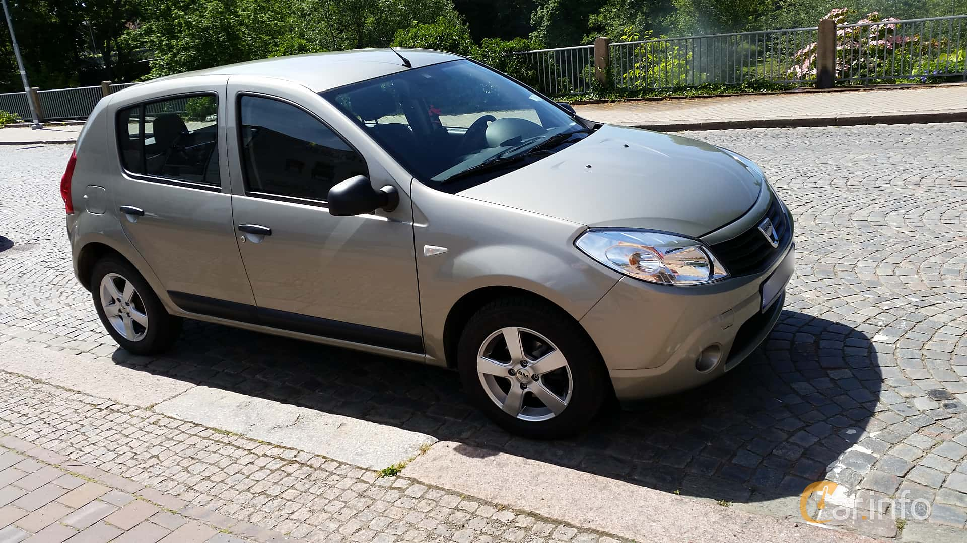 dacia sandero 1st generation 1 6 manual 5 speed. Black Bedroom Furniture Sets. Home Design Ideas