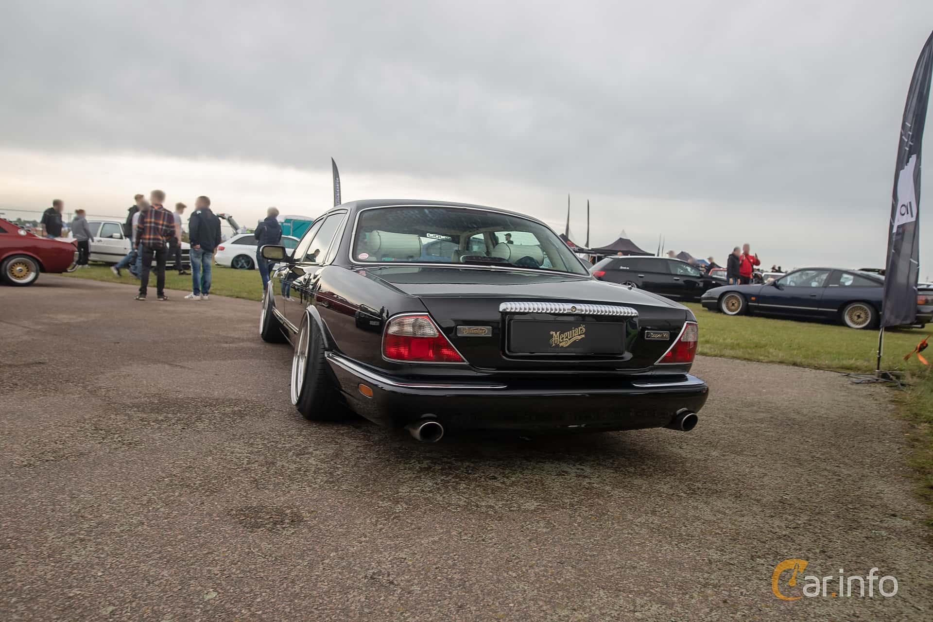 Daimler Super V8 LWB 4.0 V8 Automatic, 363hp, 1999 at Vallåkraträffen 2019