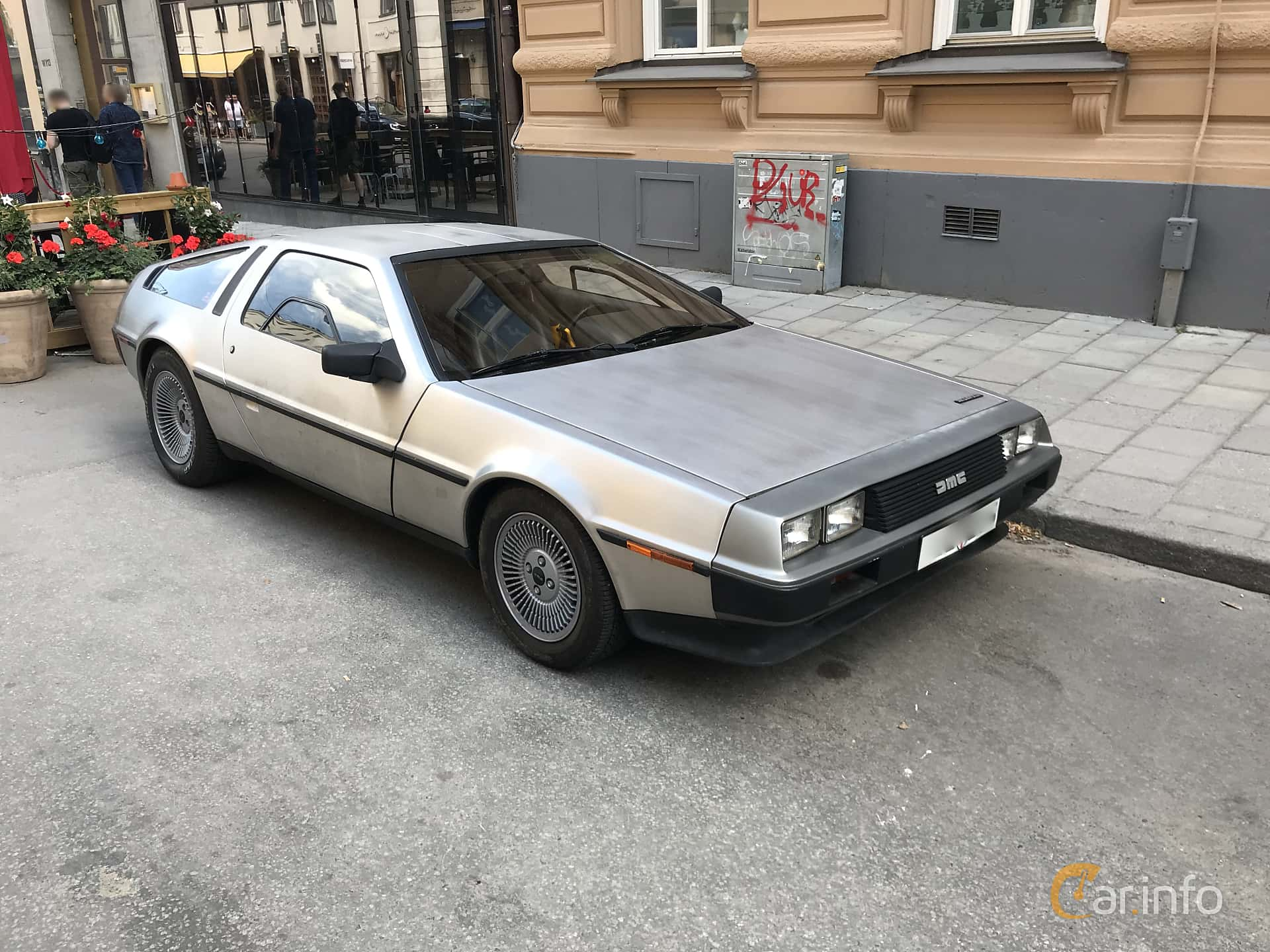 Front/Side  of DeLorean DMC-12 2.8 V6 Automatic, 132ps, 1982