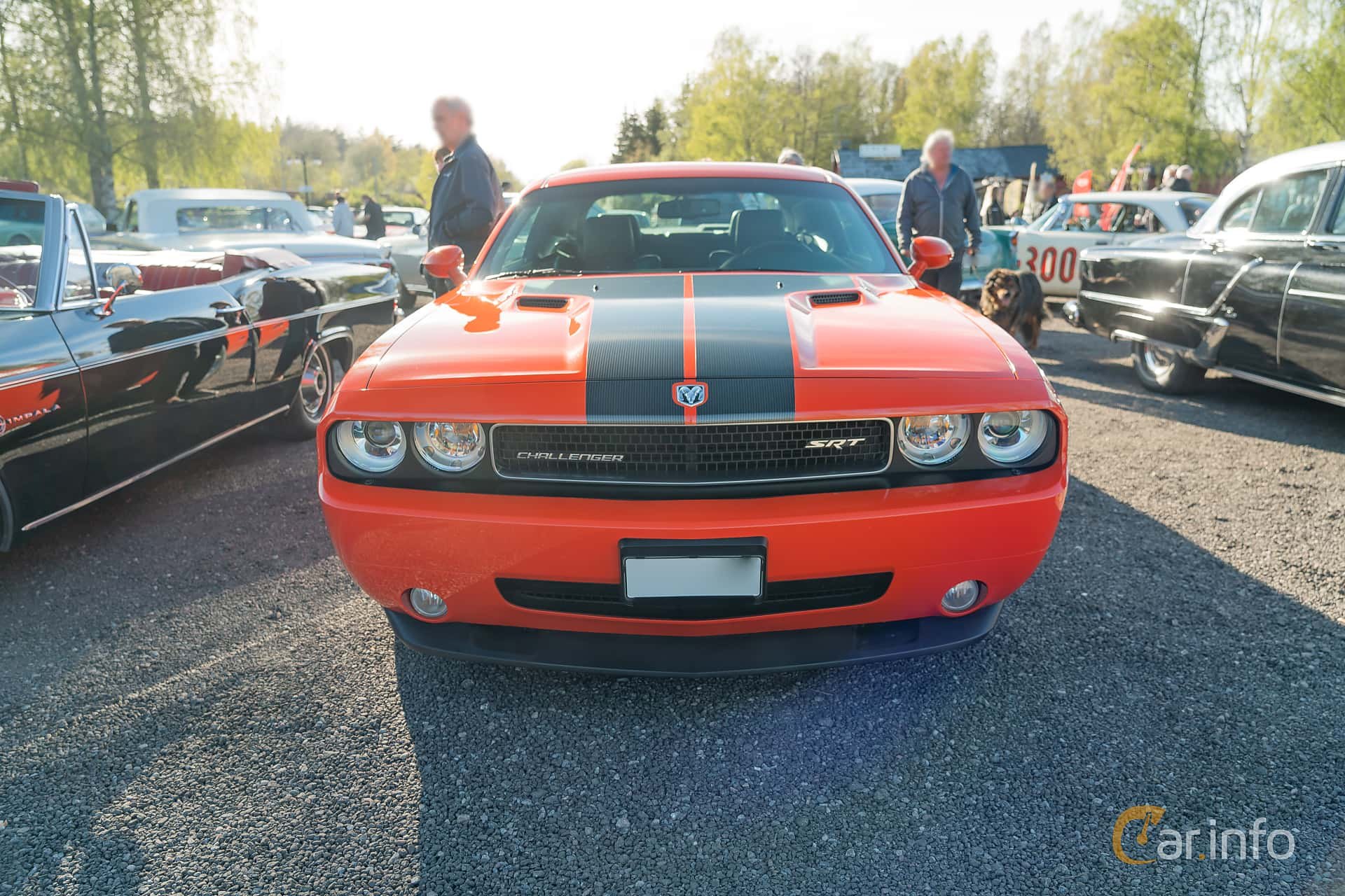 Front  of Dodge Challenger 6.1 V8 HEMI Automatic, 431ps, 2009 at Lissma Classic Car 2019 vecka 20