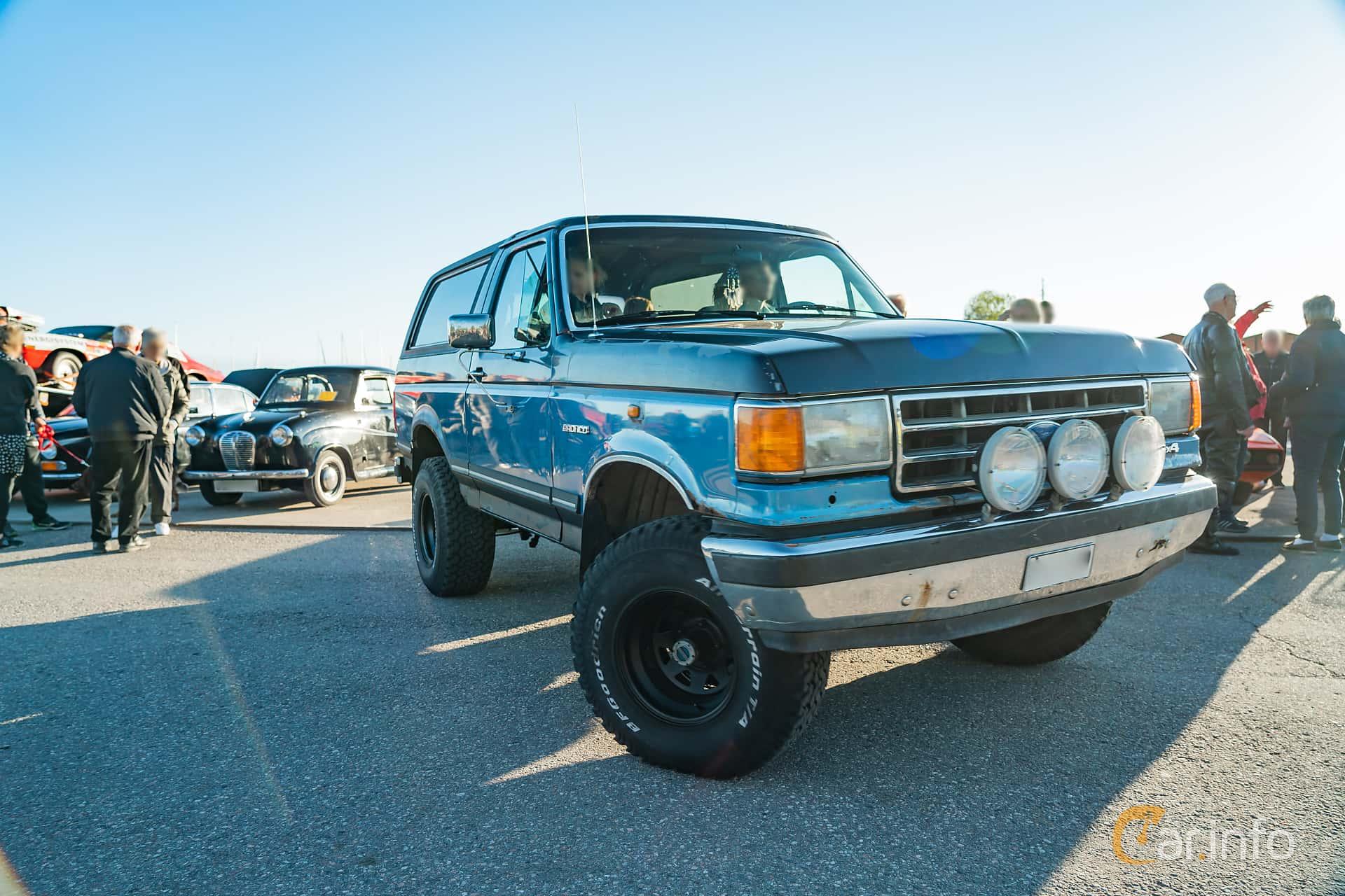 """Front/Side  of Ford Bronco 5.0 V8 4WD Automatic, 188ps, 1989 at Nyköpings hamnträffar 2019 Vecka 20  Tema: """"Kvinnor vid ratten"""""""