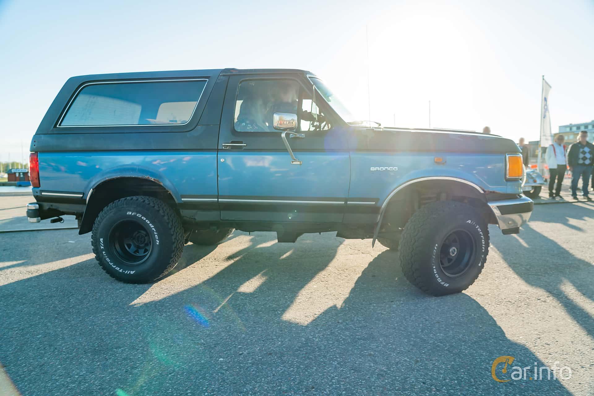 """Side  of Ford Bronco 5.0 V8 4WD Automatic, 188ps, 1989 at Nyköpings hamnträffar 2019 Vecka 20  Tema: """"Kvinnor vid ratten"""""""