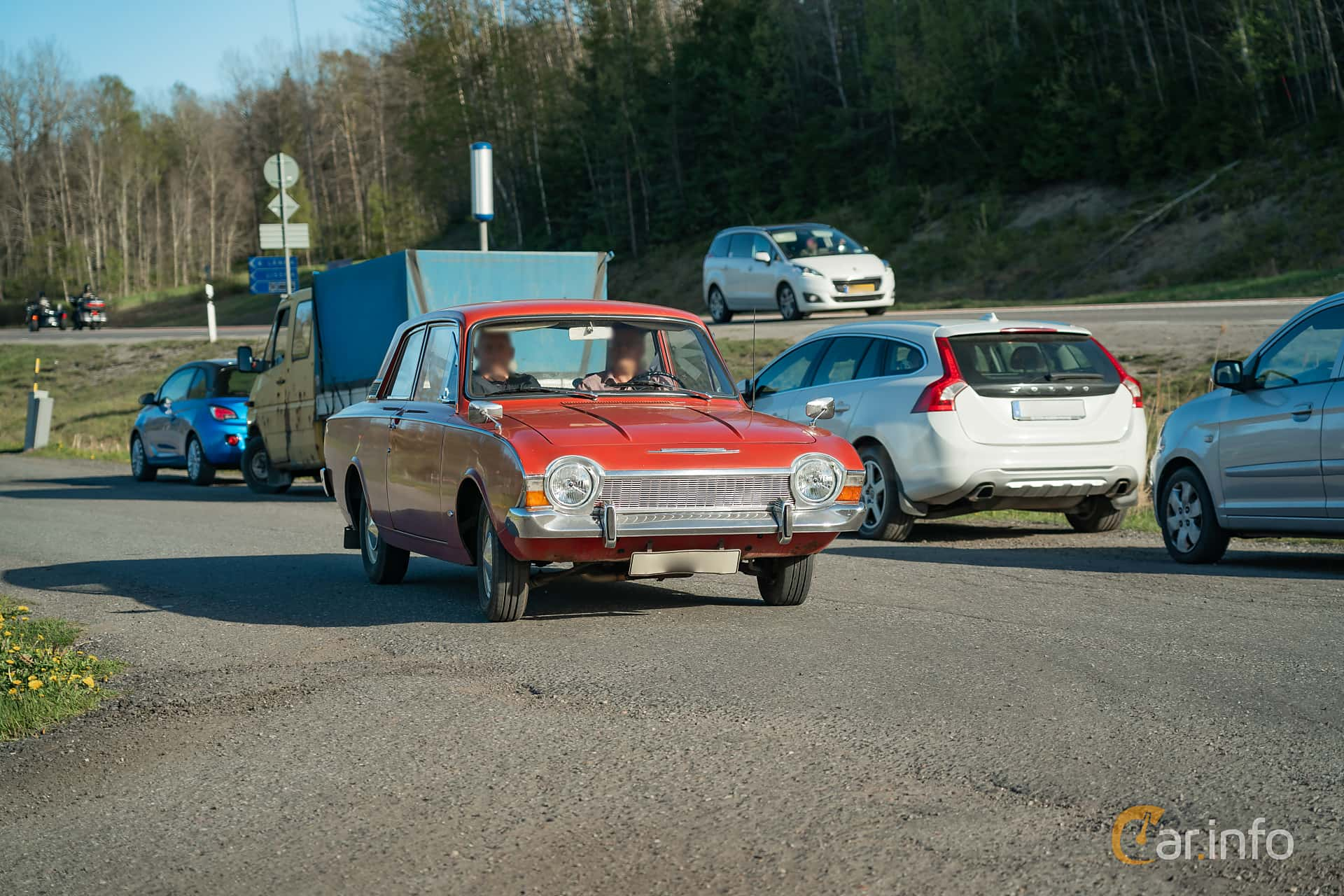 Ford Corsair 2-dörrar Sedan 2.0 Manuell, 83hk, 1966 at Lissma Classic Car 2019 vecka 20
