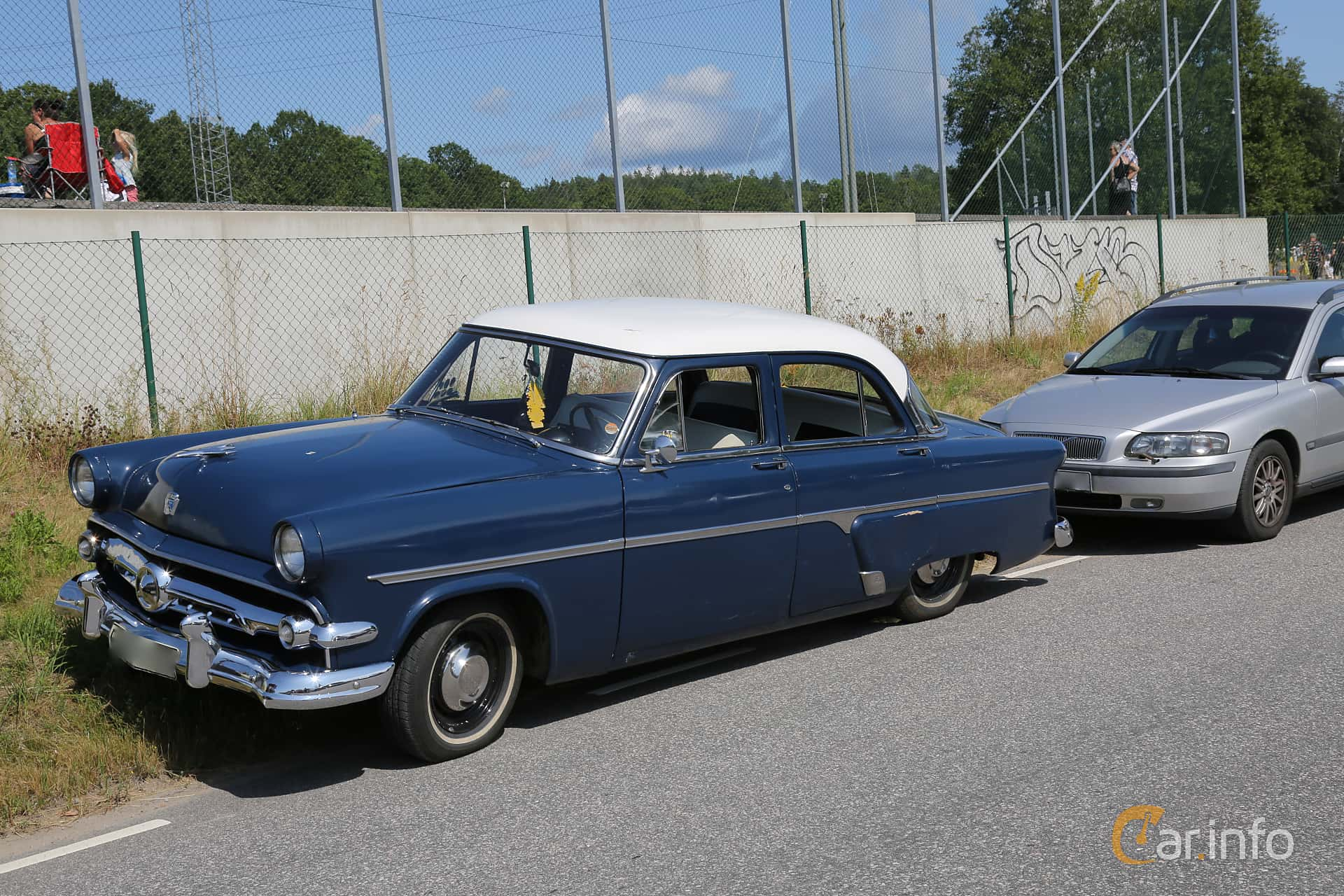 Ford Mainline Fordor Sedan 3.7  Manual, 117hp, 1954 at A-bombers - Old Style Weekend Backamo 2019