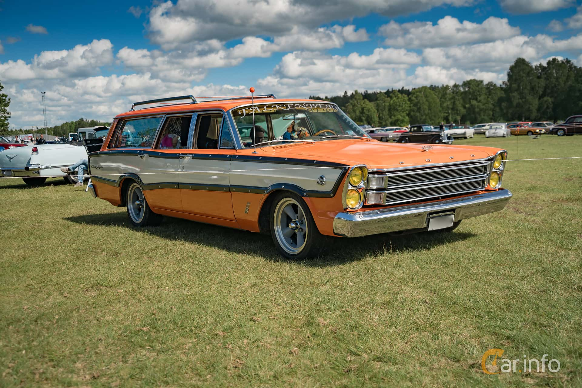 Ford Country Squire 3-seat 5.8 V8 Automatic, 319hp, 1966 at Nostalgifestivalen i Vårgårda 2017