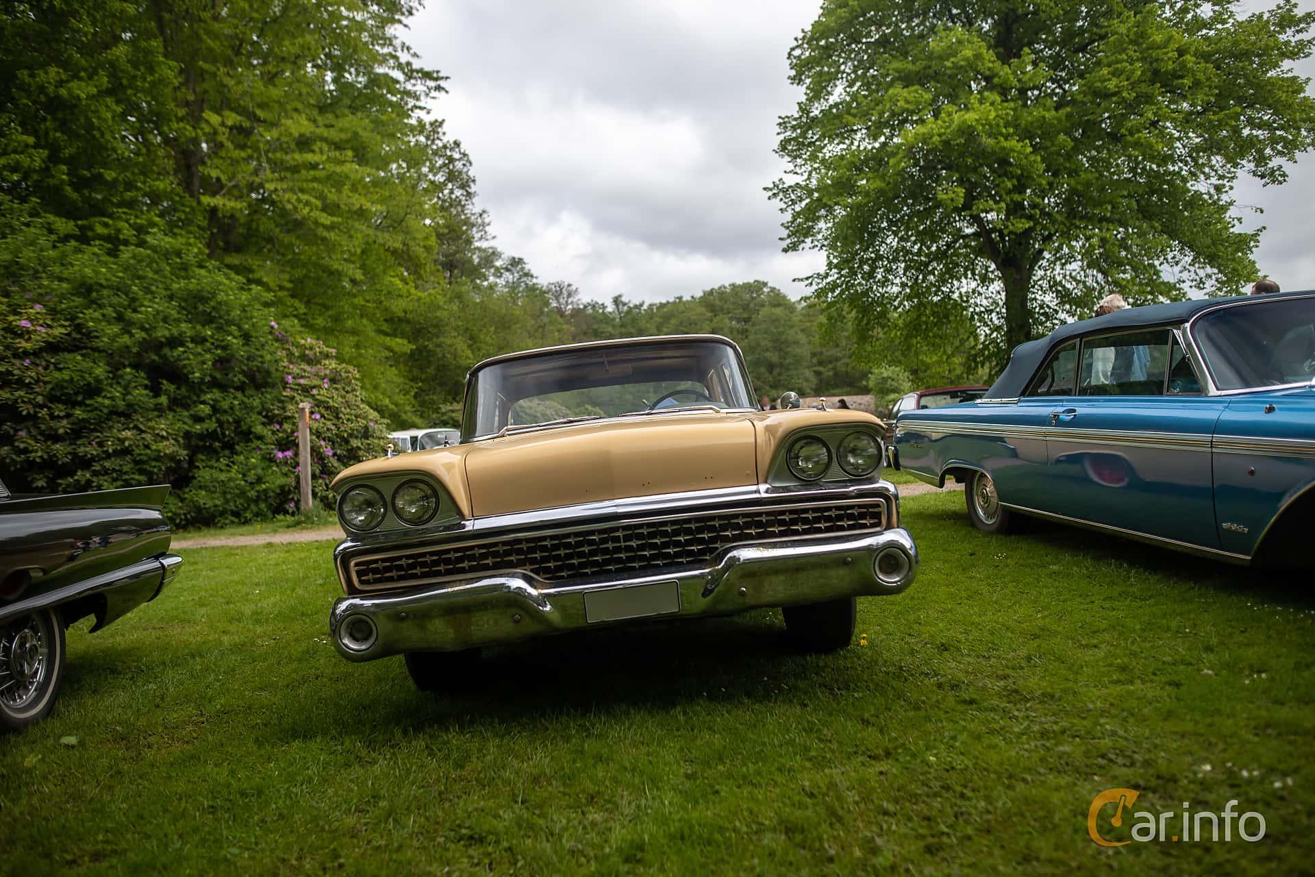 Ford Custom 300 Fordor Sedan 4.8 V8 Automatic, 203hp, 1959 at Hässleholm Power Start of Summer Meet 2019