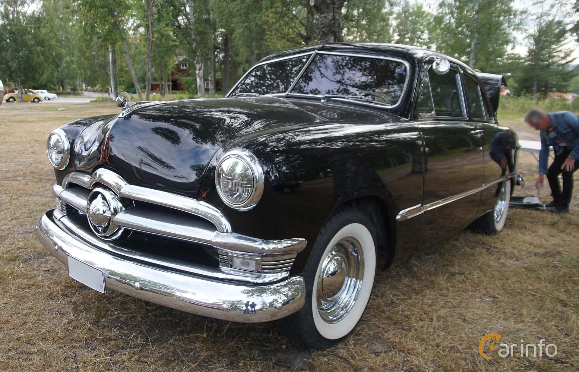 Ford Custom Deluxe Tudor Sedan 3.9 V8 Manual, 102hp, 1950 at Onsdagsträffar på Gammlia Umeå 2019 vecka 32