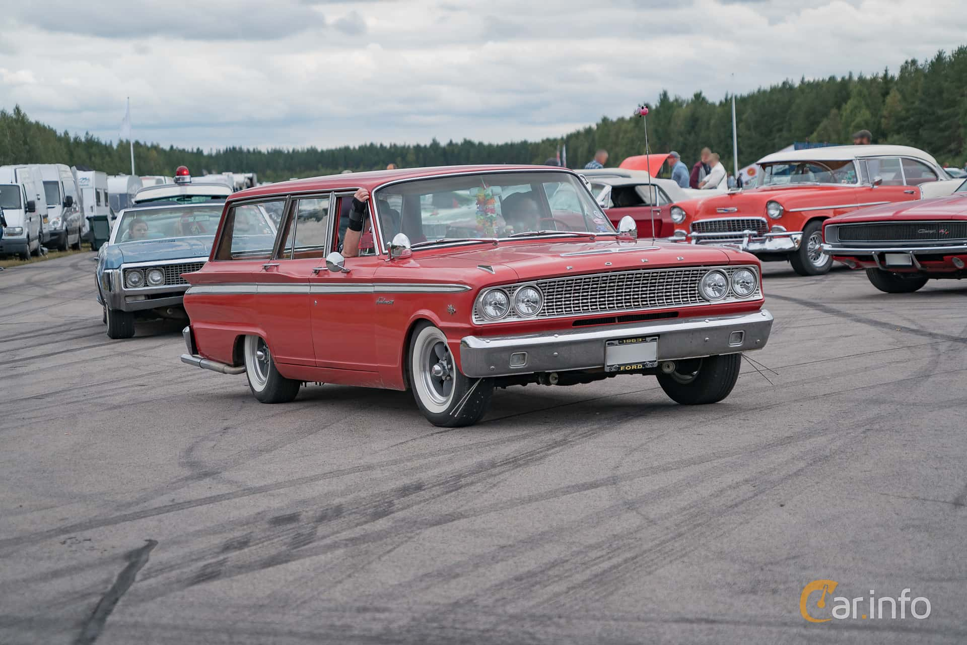 6 images of Ford Fairlane Ranch Wagon 4 3 V8 Automatic