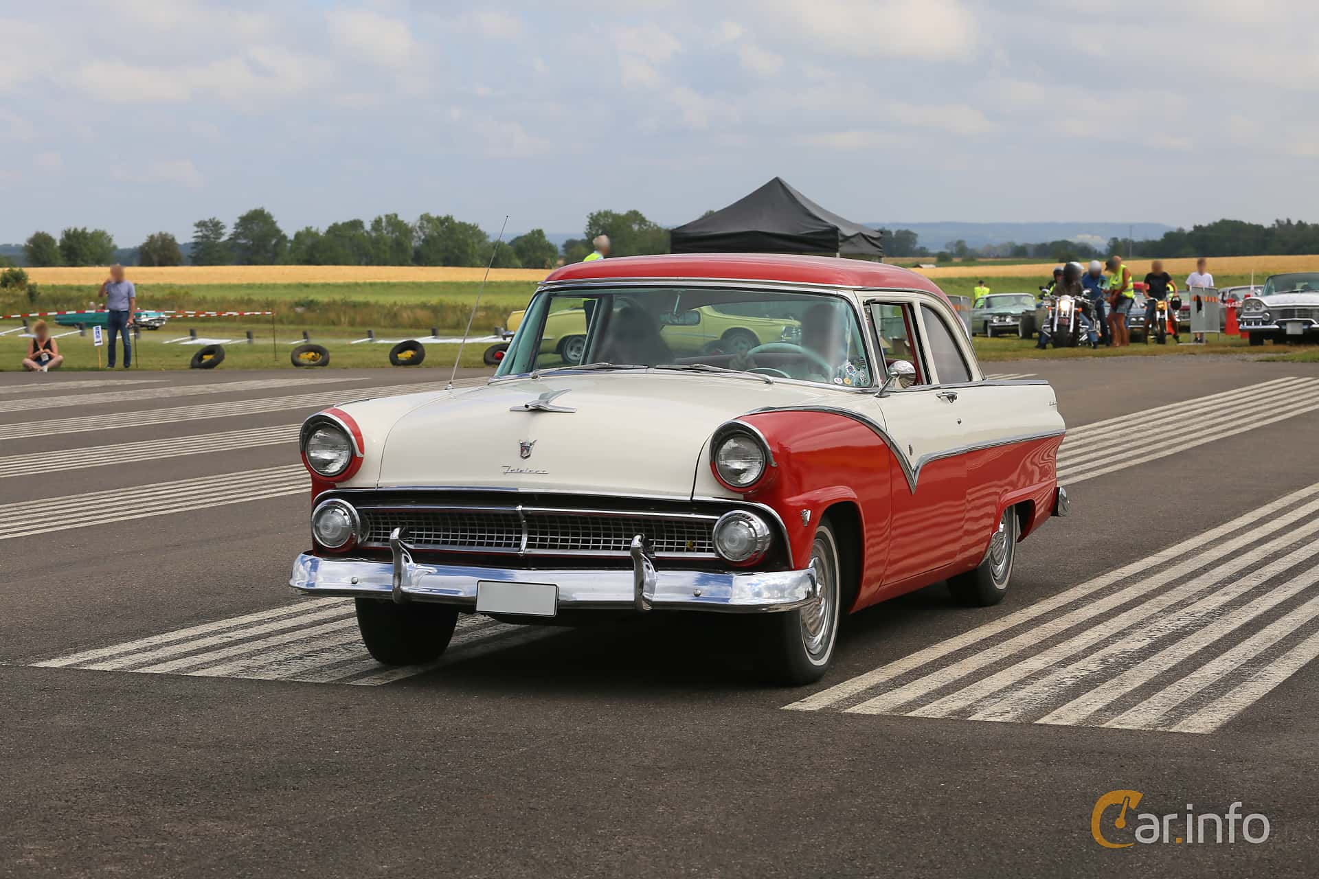 Ford Fairlane Club Sedan 4.5 V8 Automatic, 165hp, 1955 at Falköping Nasco Yankee Meet 2019