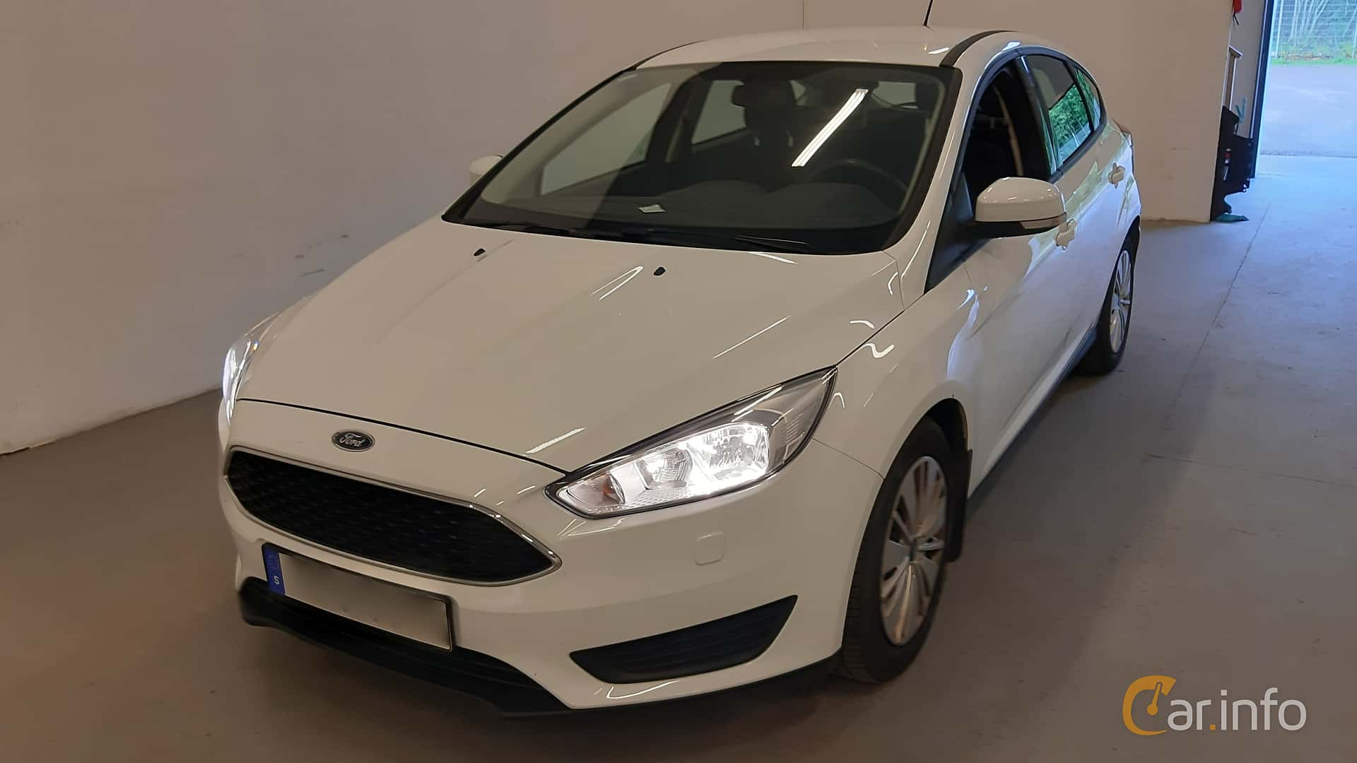 Front/Side  of Ford Focus 1.0 EcoBoost Manual, 100ps, 2016