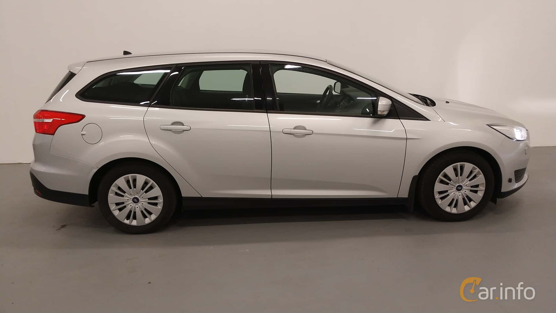 Side of Ford Focus Turnier 1.5 TDCi Manual, 95ps, 2015