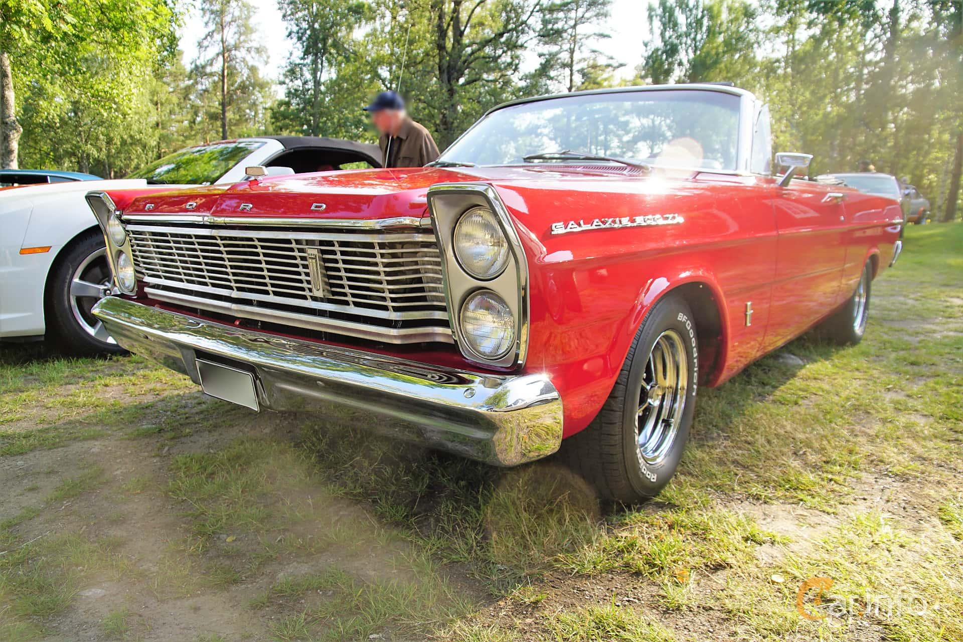 Front/Side  of Ford Galaxie 500/XL Convertible 6.4 V8 Automatic, 305ps, 1965 at Onsdagsträffar på Gammlia Umeå 2019 vecka 28