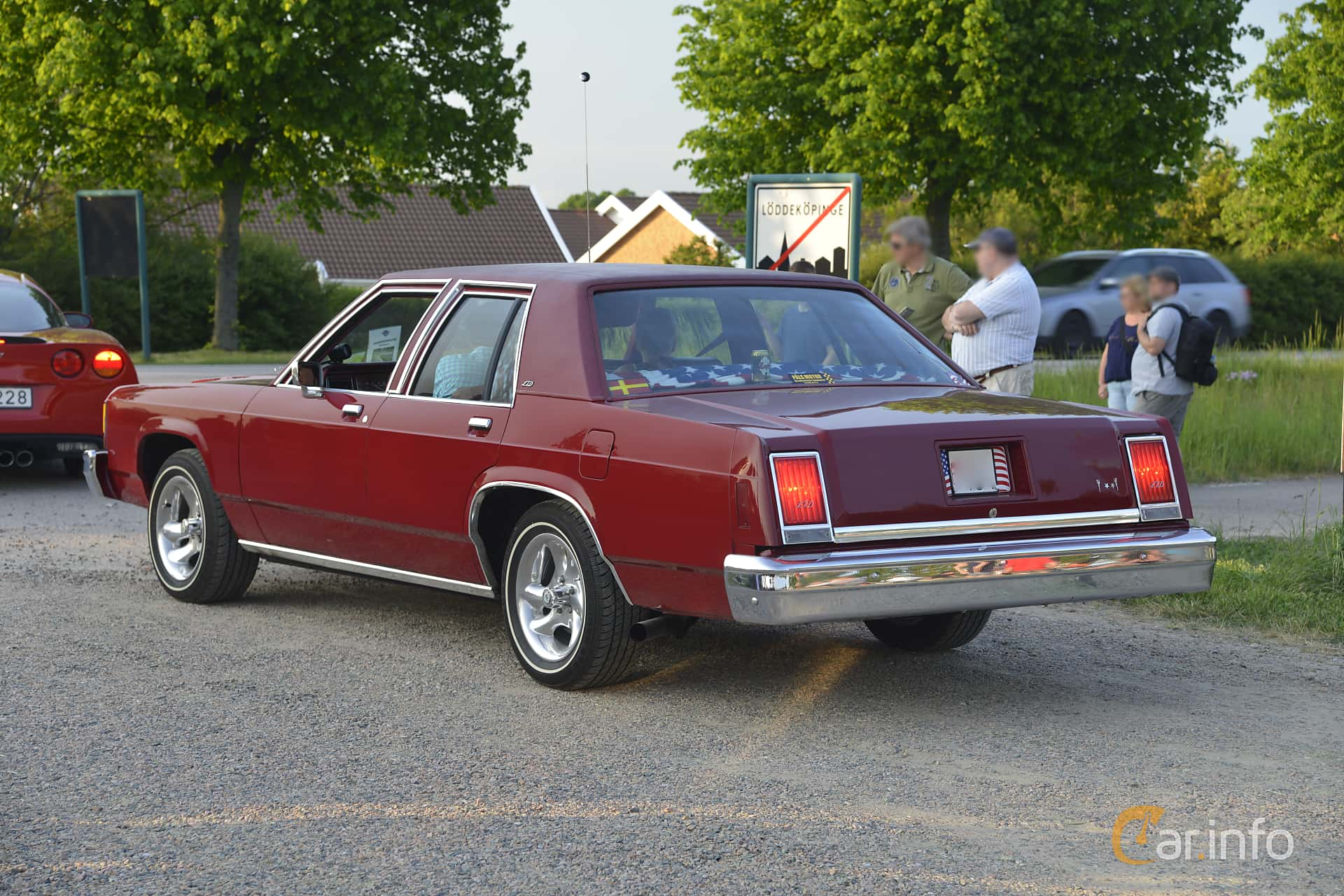 2 Images Of Ford Ltd Sedan 42 V8 Automatic 124hp 1982 By Johanb 1970 Crown Victoria Back Side 124ps At Tisdagstrffarna
