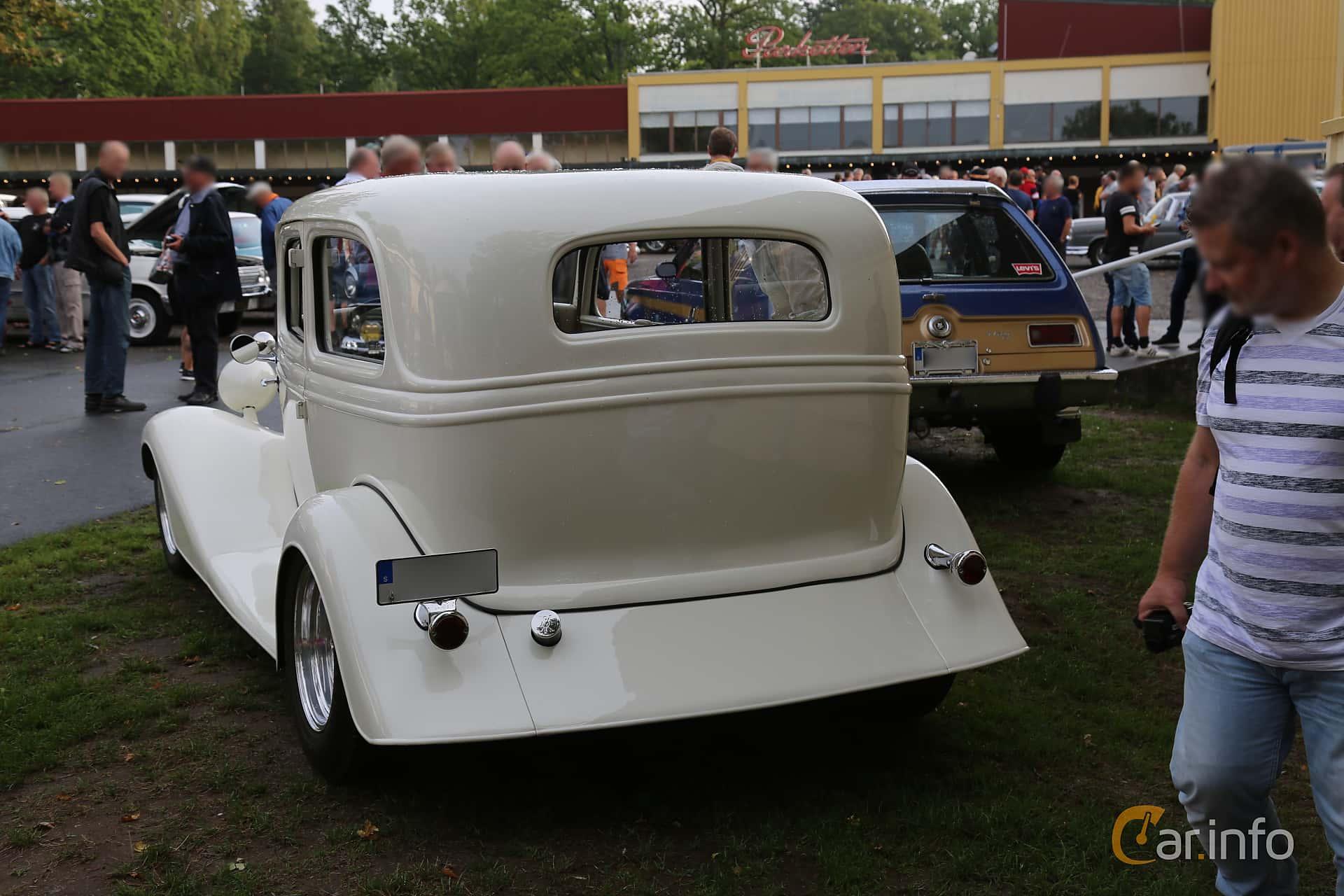 Ford Model 40 Tudor Sedan 3.3 Manual, 51hp, 1934 at Bil & MC-träffar i Huskvarna Folkets Park 2019 Amerikanska fordon