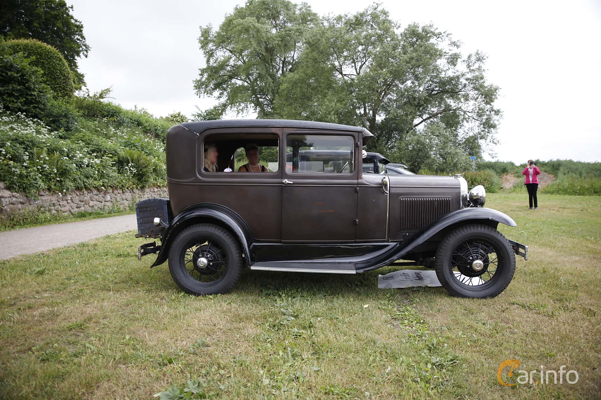 Side of Ford Model A Tudor Sedan 3.3 Manual, 41ps, 1931 at Gränsträffen 2016