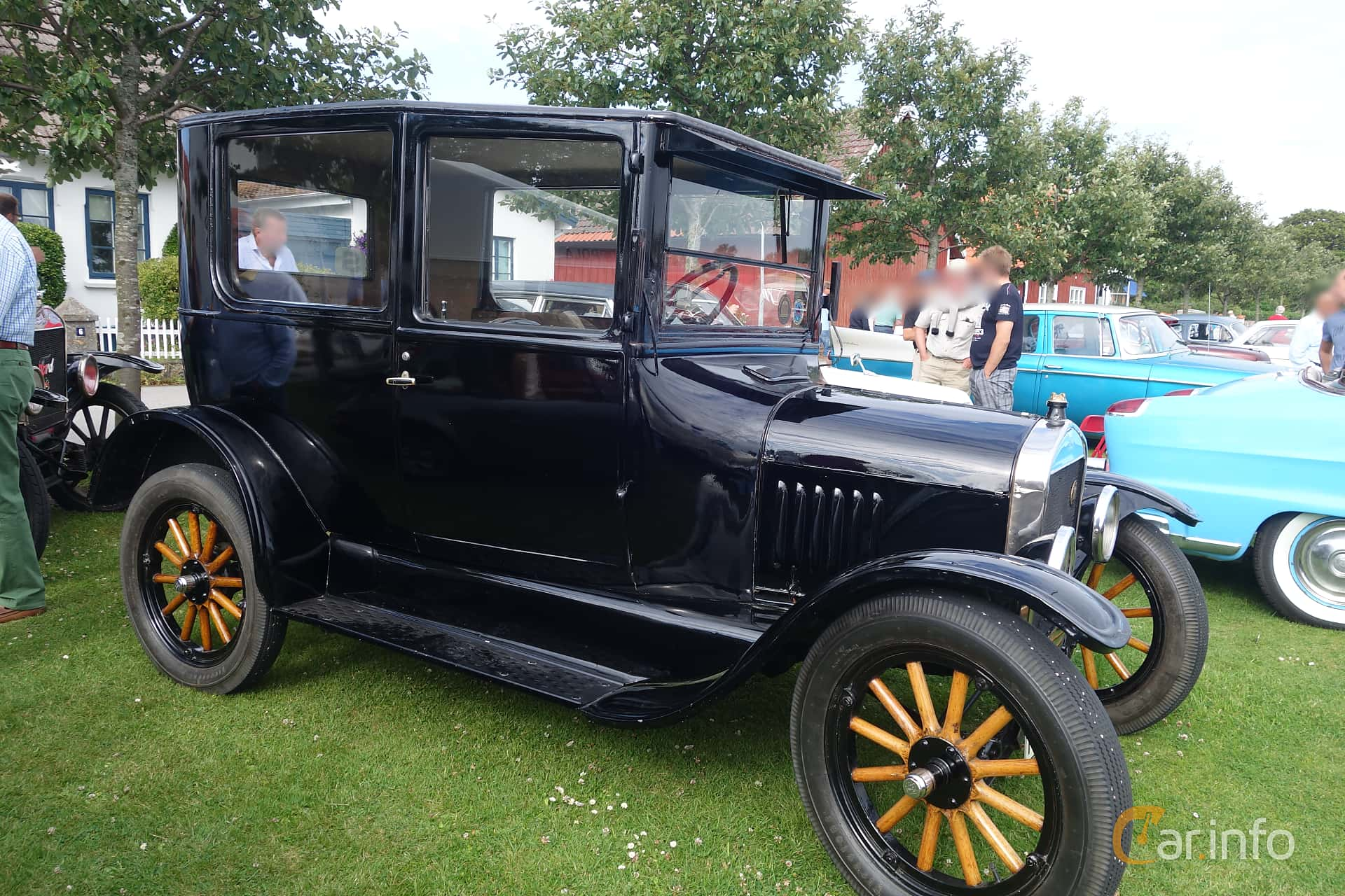 Side of Ford Model T Tudor Sedan 2.9 Manual, 20ps, 1925 at Veteranbilsträff  i