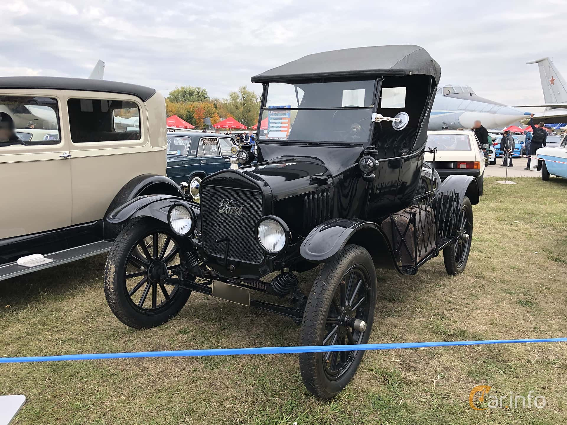 Front/Side  of Ford Model T Runabout 2.9 Manual, 20ps, 1925 at Old Car Land no.2 2019