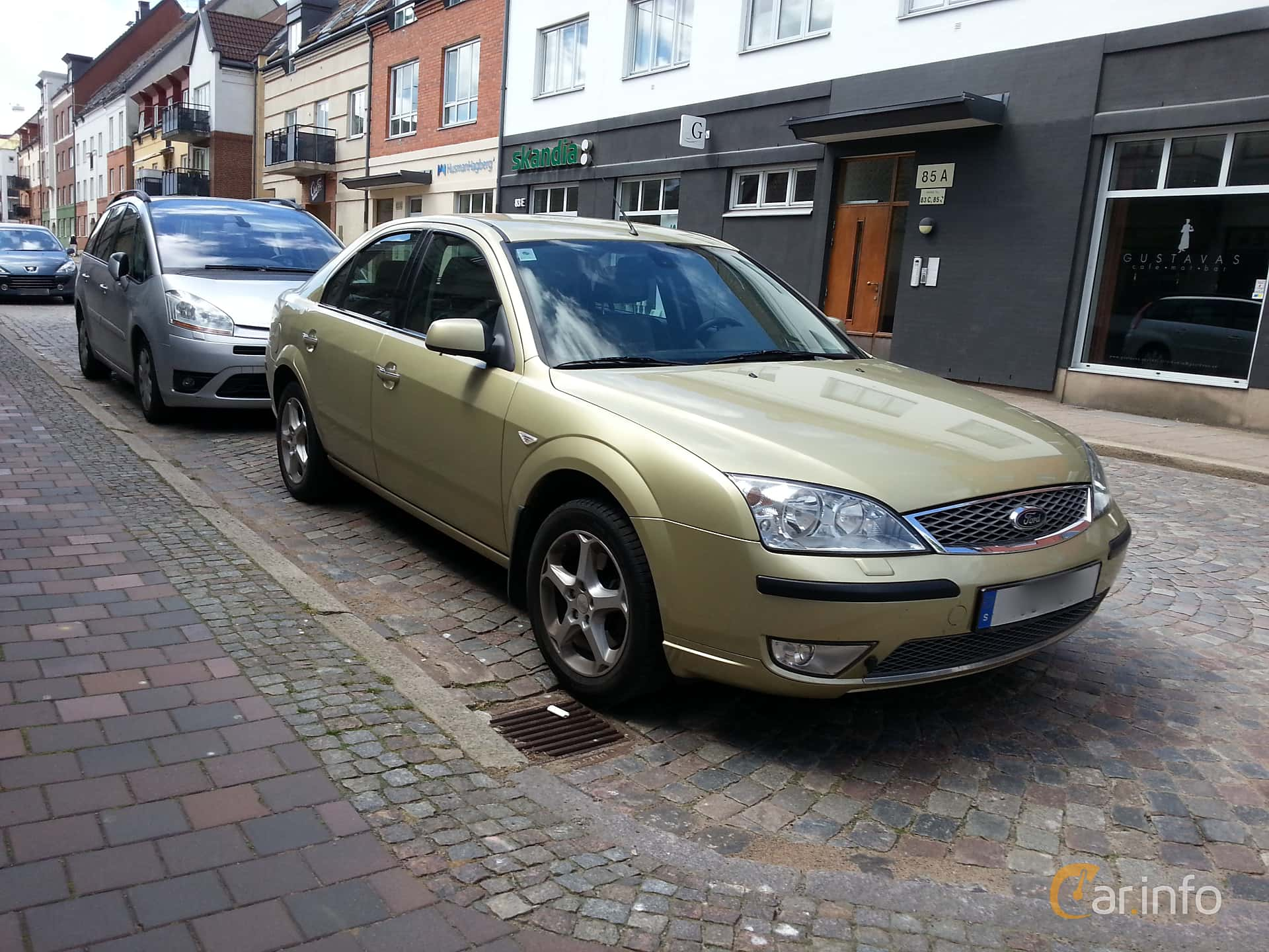 Front/Side of Ford Mondeo Hatchback 2.0 Manual, 145ps, 2005