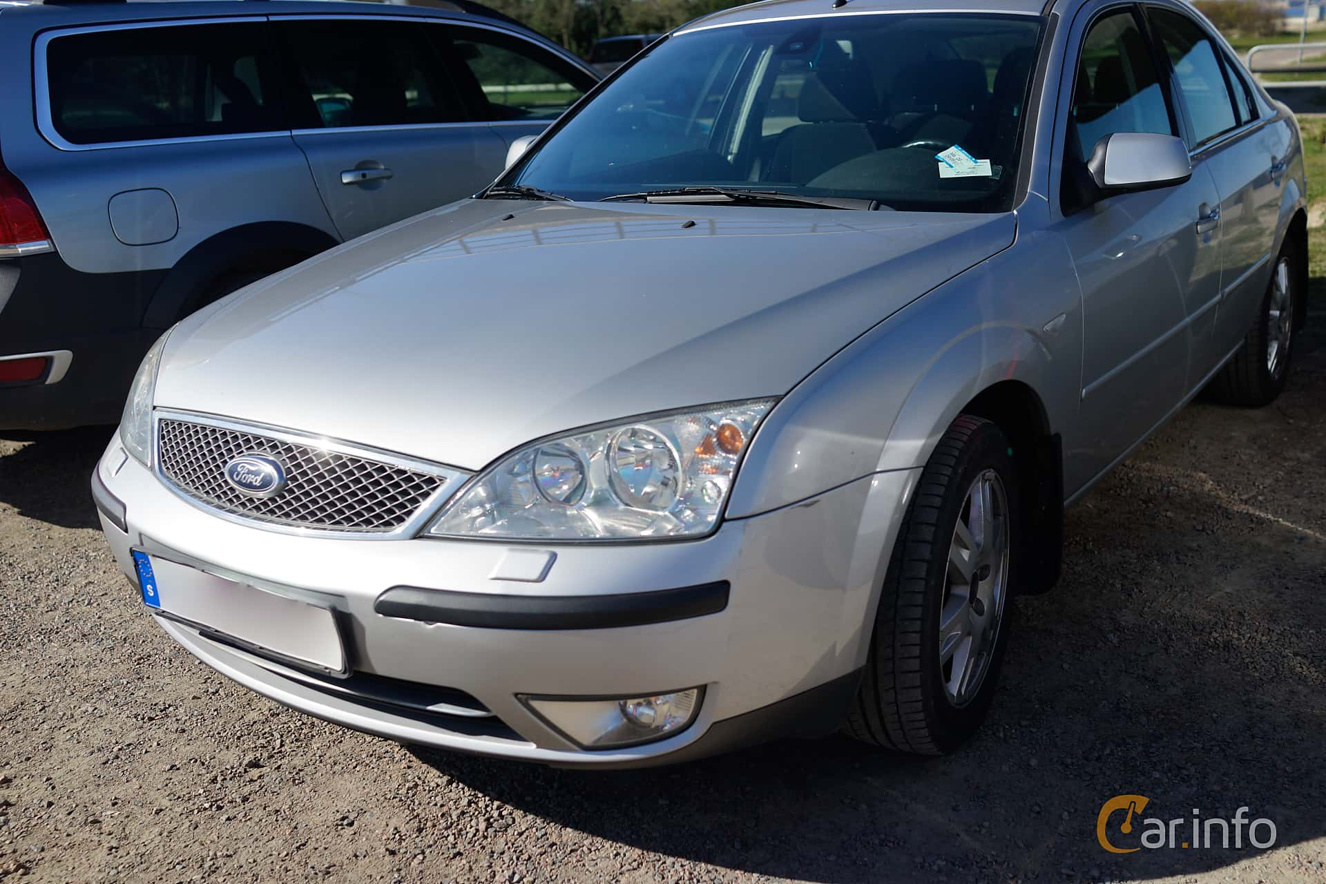 Front/Side of Ford Mondeo Hatchback 2.0 Manual, 145ps, 2004