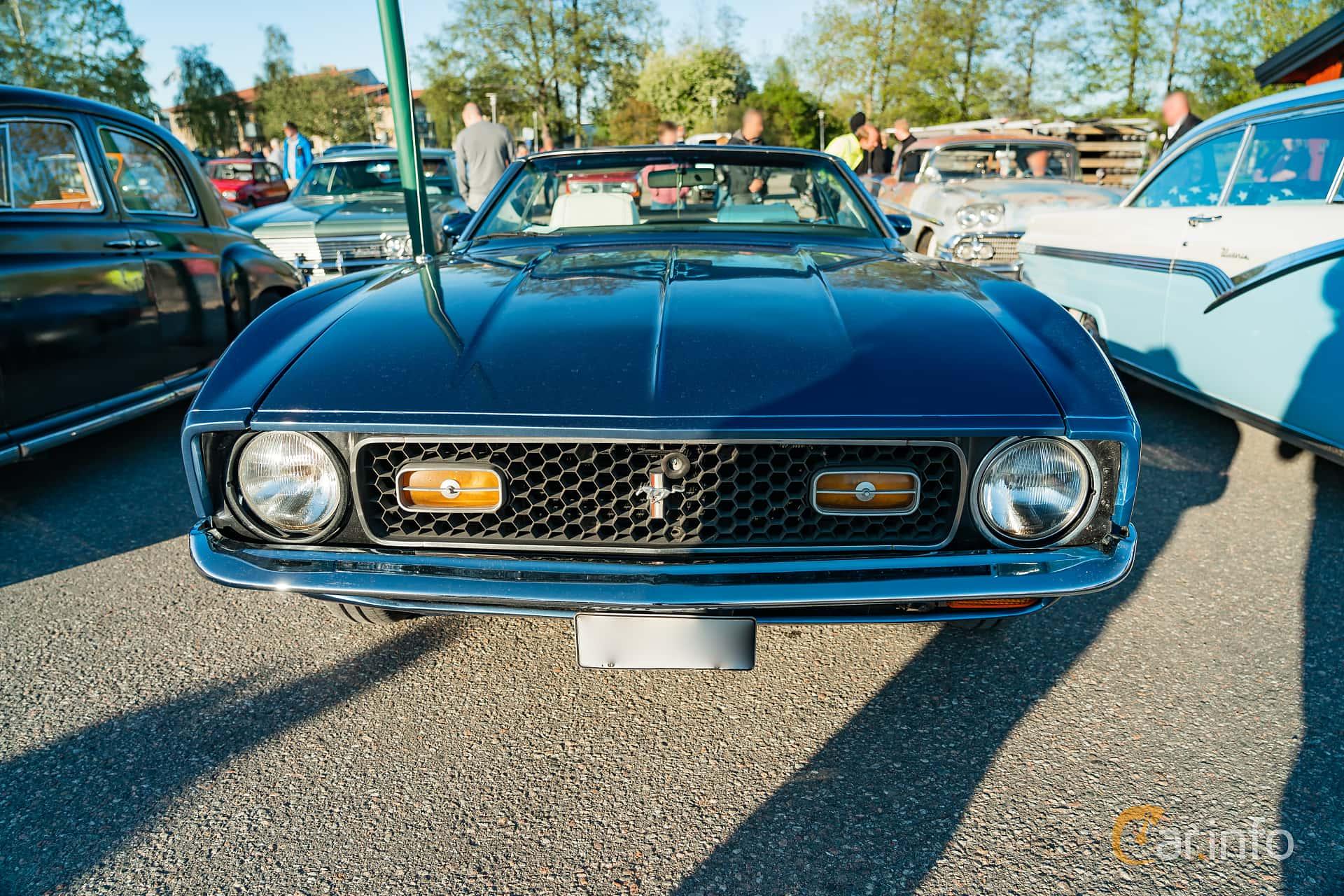 """Front  of Ford Mustang Convertible 4.9 V8 Automatic, 137ps, 1972 at Nyköpings hamnträffar 2019 Vecka 20  Tema: """"Kvinnor vid ratten"""""""