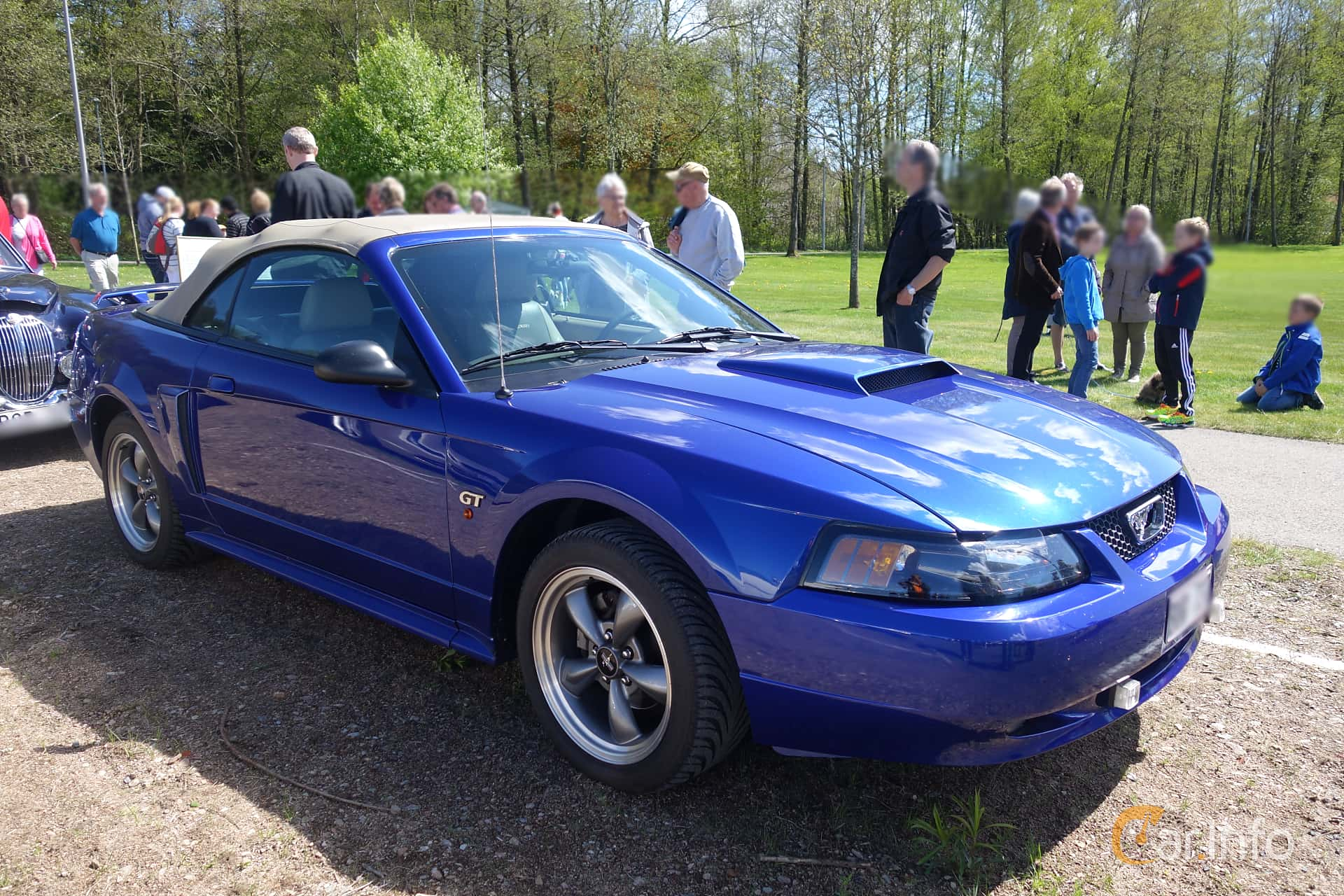 Front/Side of Ford Mustang GT Convertible 4.6 V8 Manual, 264ps, 2003 at