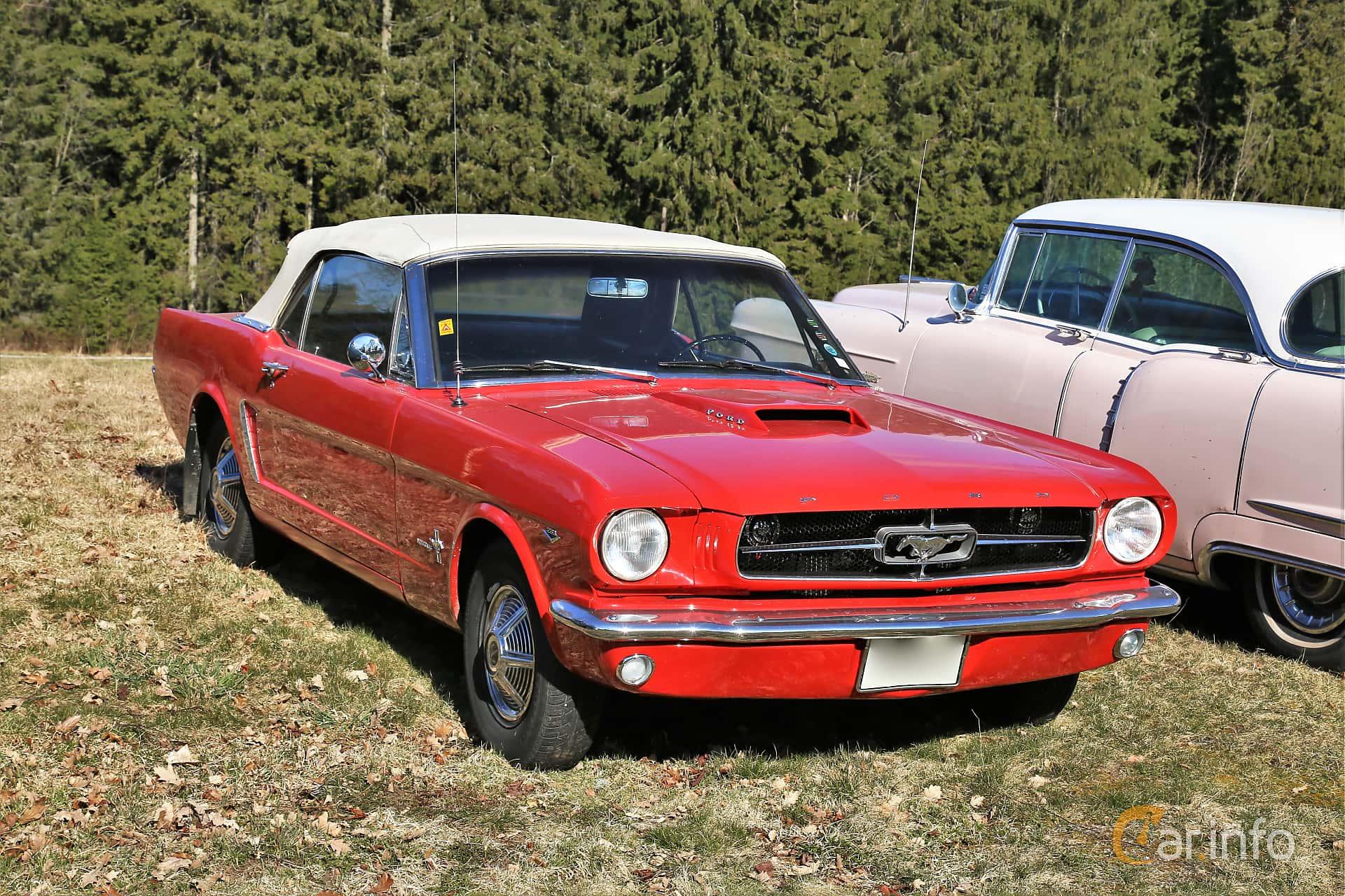 Ford Mustang GT Convertible 4.7 V8 Manual, 228hp, 1965 at Uddevalla Veteranbilsmarknad Backamo, Ljungsk 2019